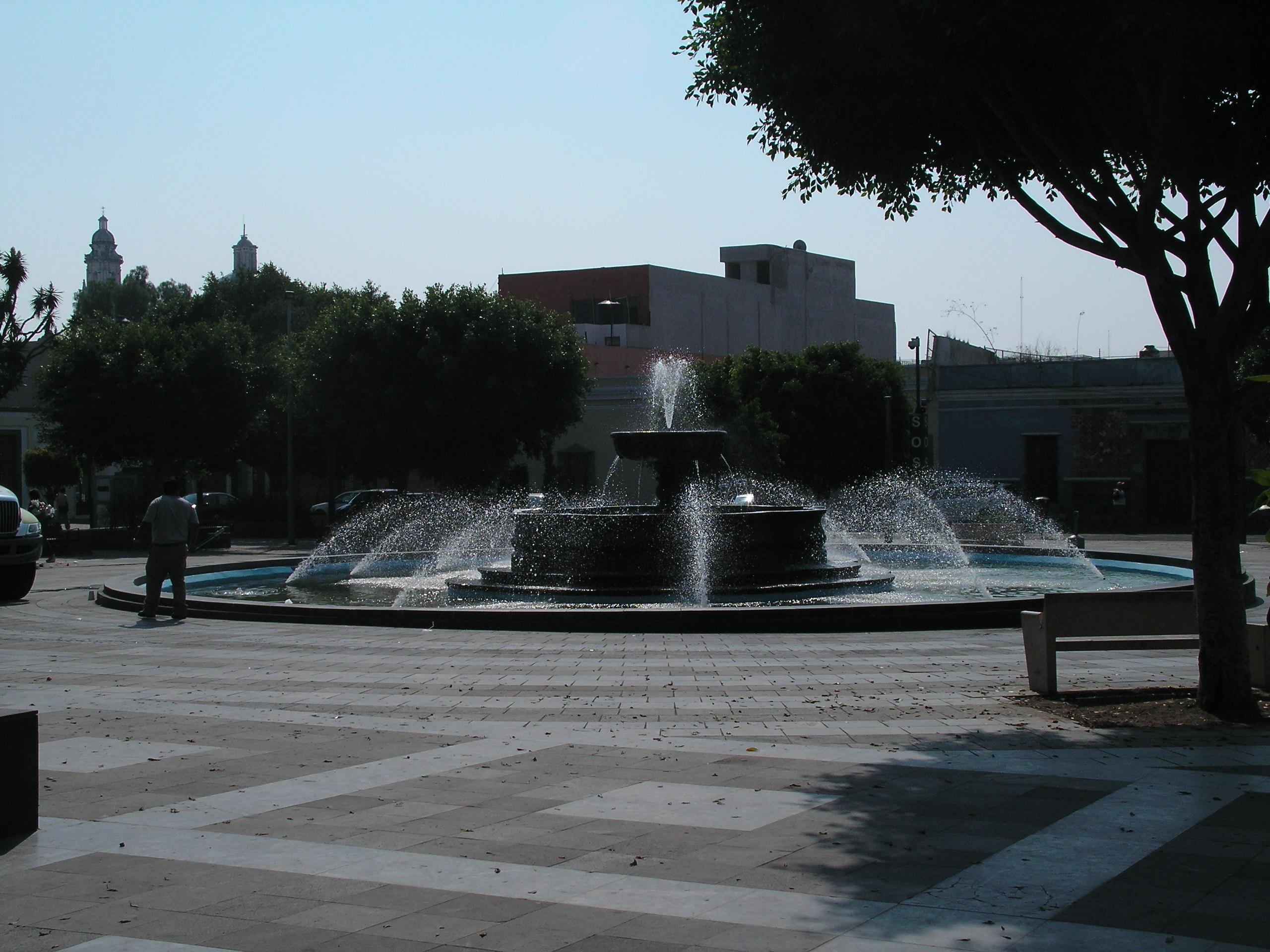 File jard n del carmen puebla m xico jpg wikimedia for Jardin 3 marias puebla