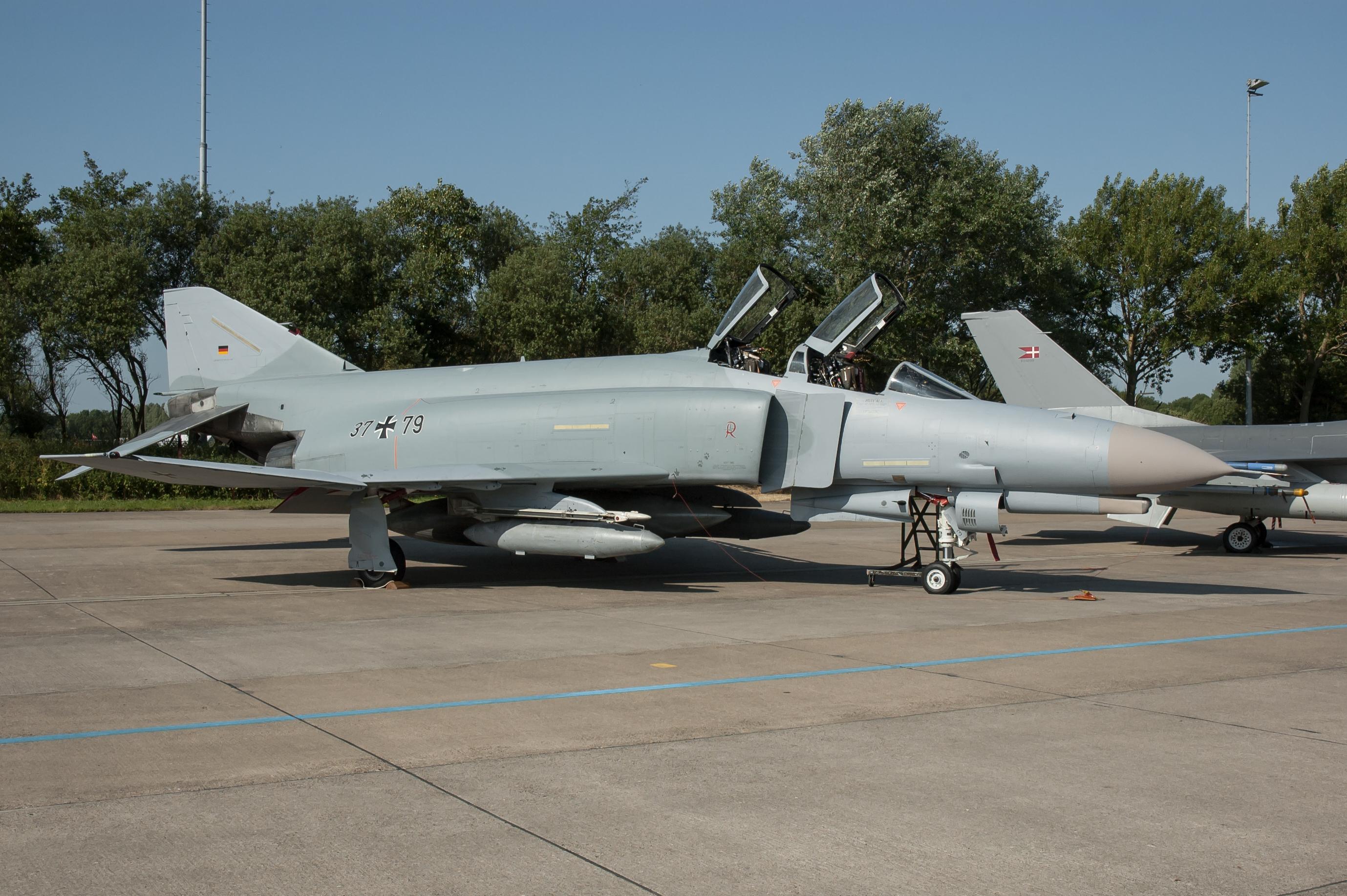 レーワルデン空軍基地 - Wikipedia