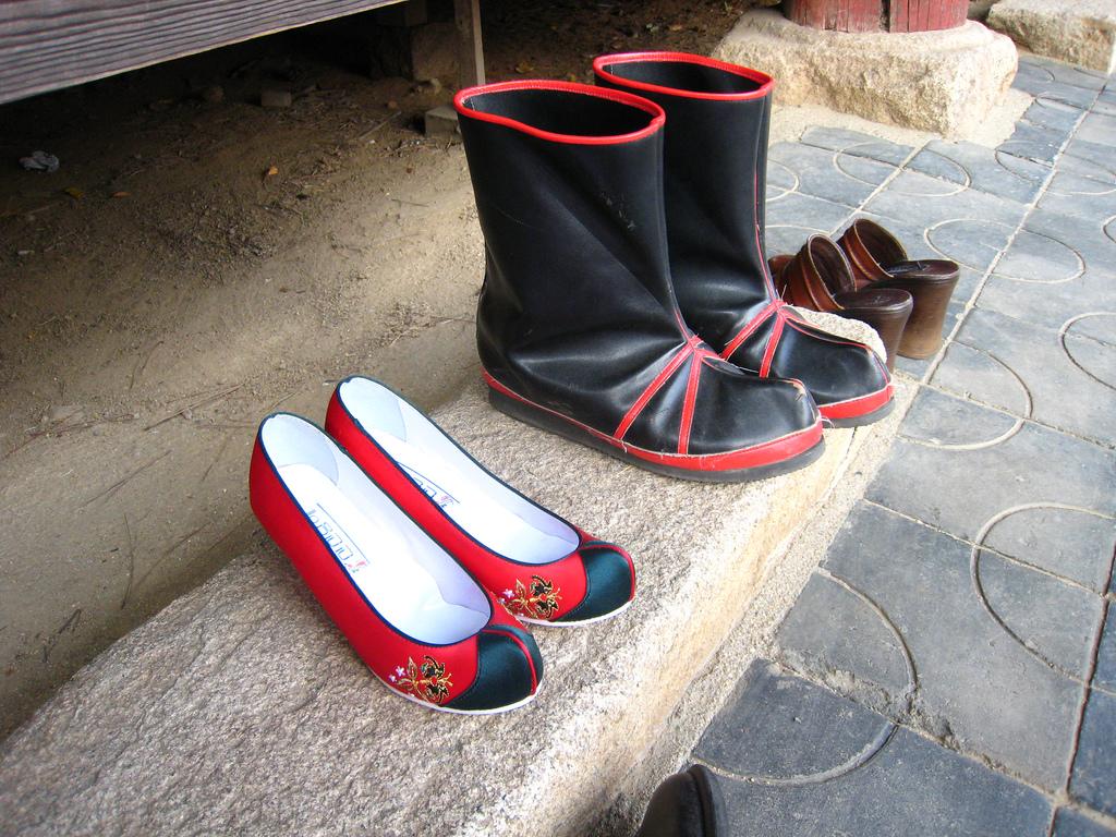 Broderia coreeana  Korean_traditional_shoes-01