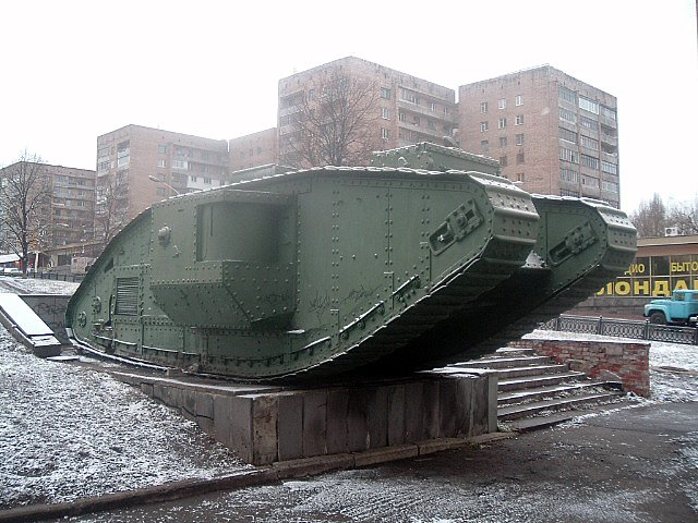 LG_British_tank_WWI_1.jpg