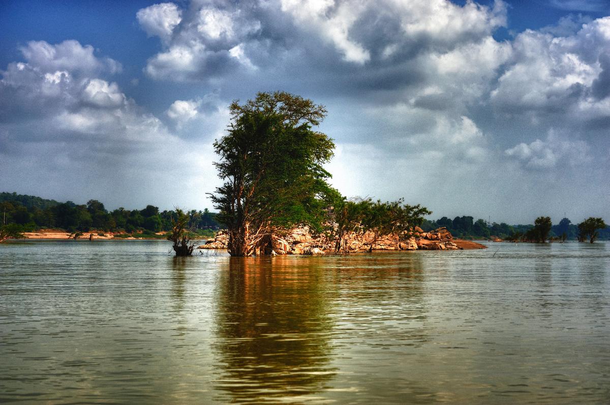 File:Lao, 4000 islands. Mekong. (5329199819).jpg ...