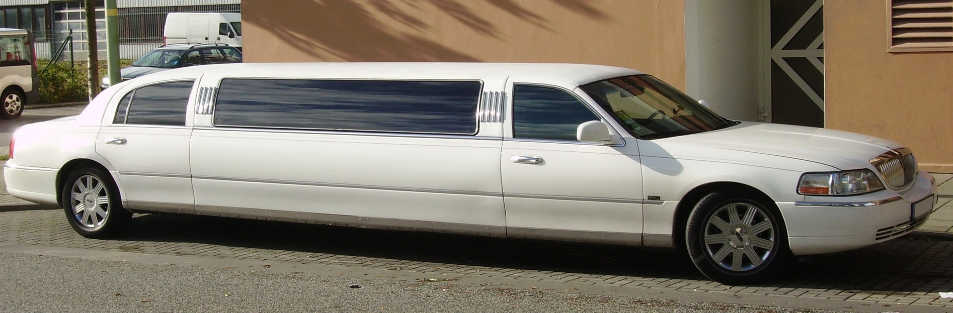 File Lincoln Town Car Stretch Limousine 09 Jpg Wikimedia Commons