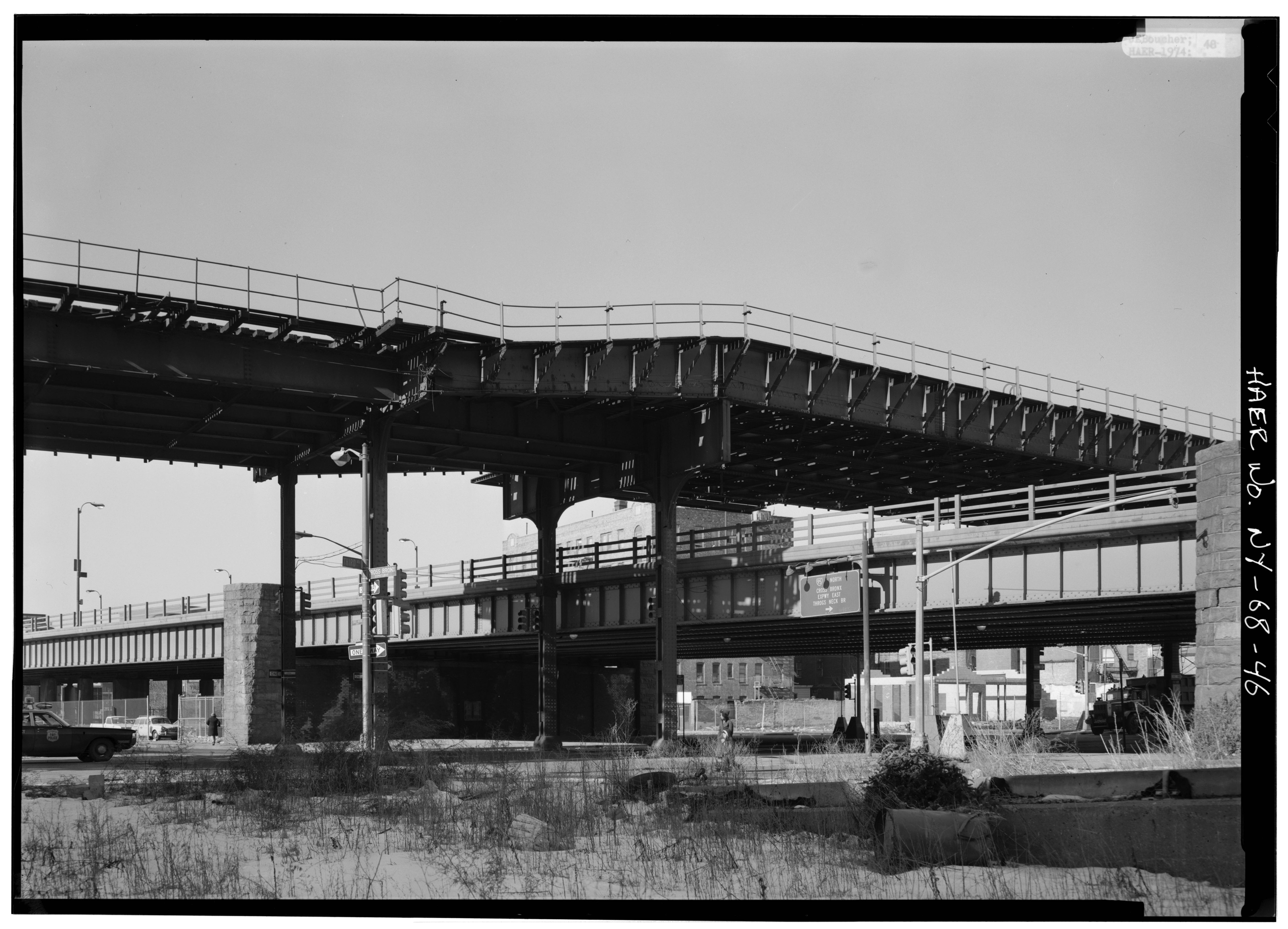 File:Looking northwest closer at Third Avenue Elevated over