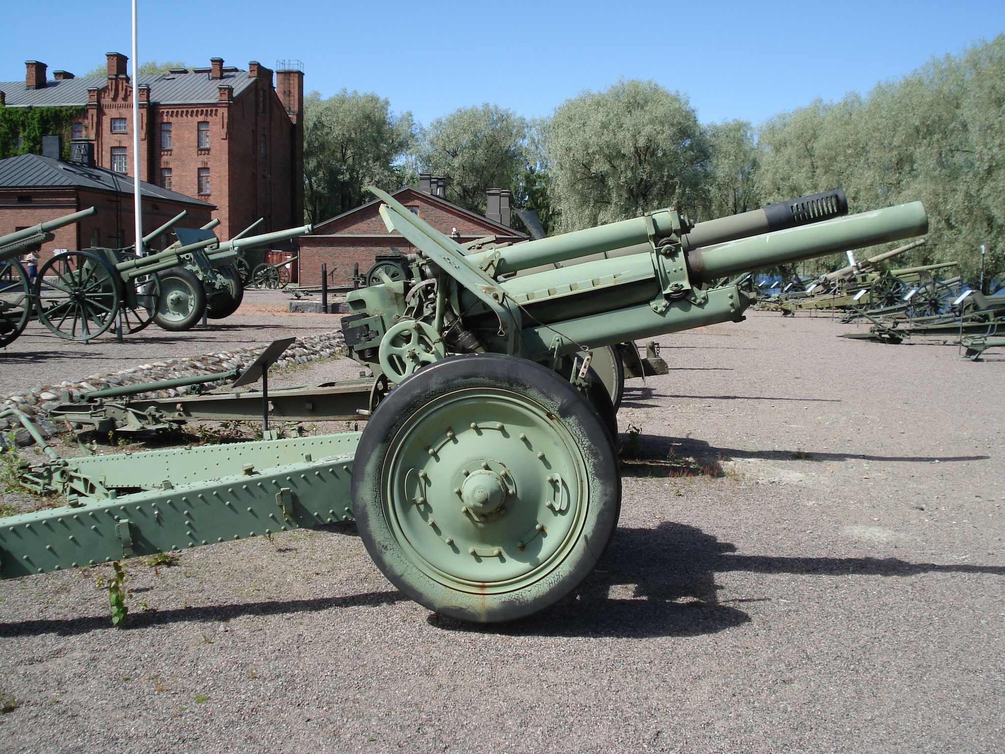 Cañones soviéticos de la Segunda Guerra Mundial M30_hameenlinna_side