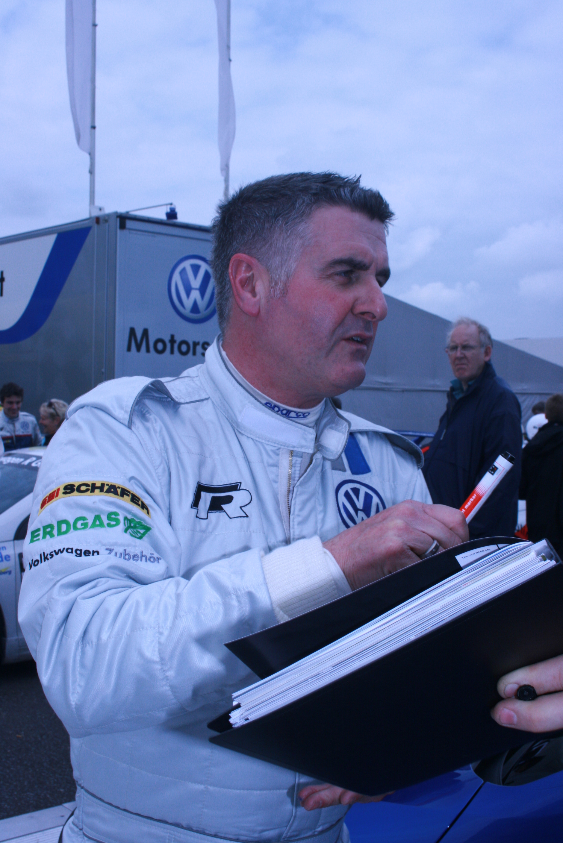 The 53-year old son of father (?) and mother(?), 173 cm tall Martin Donnelly in 2018 photo