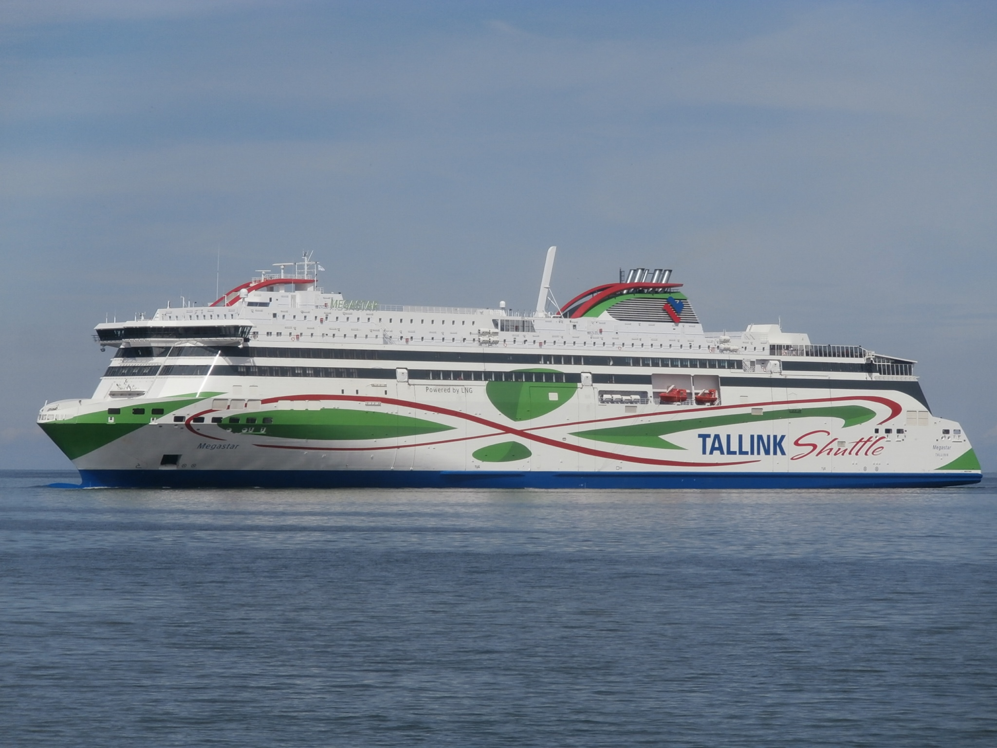 f0339314572ea File:Megastar arriving in Tallinn 10 July 2017.jpg - Wikimedia Commons