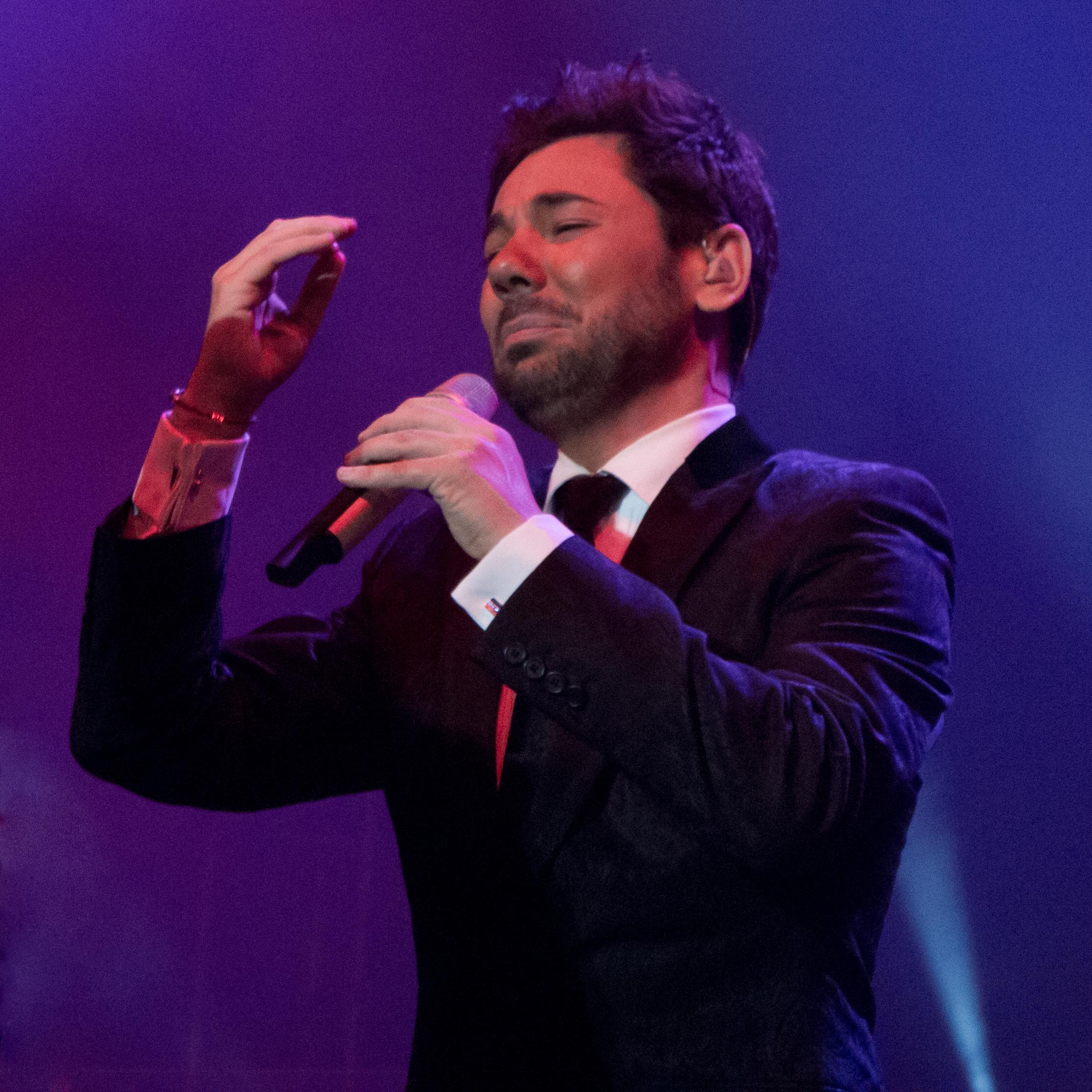 Miguel Poveda durante un concierto en 2012.