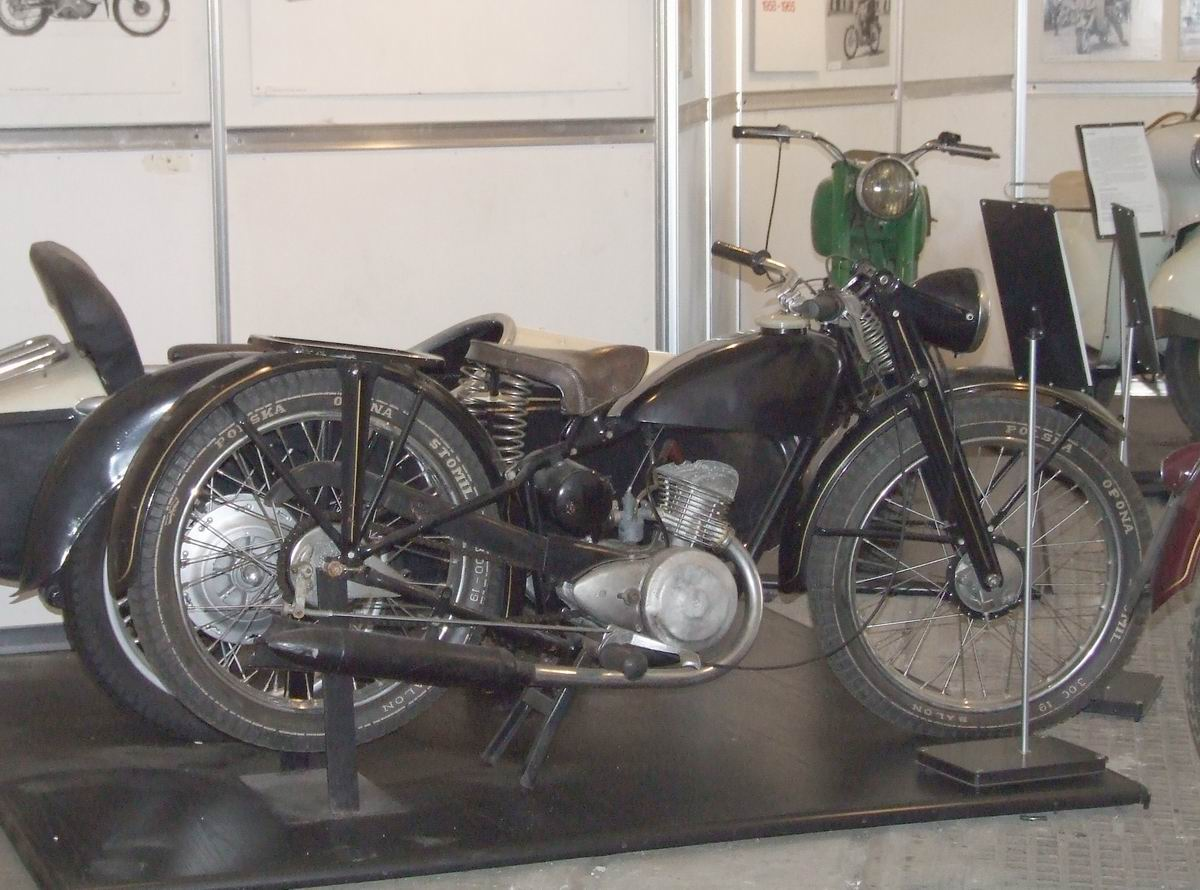 PL_Sok%C3%B3%C5%82_125_motorcycle.jpg