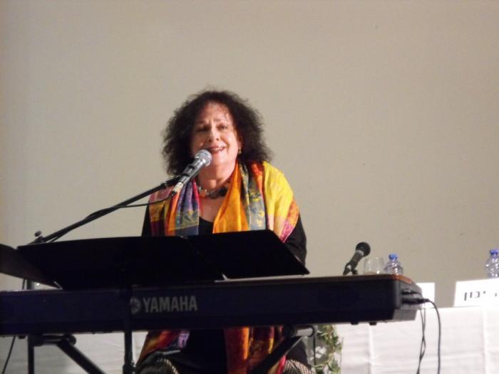 אורה זיטנר בהופעה