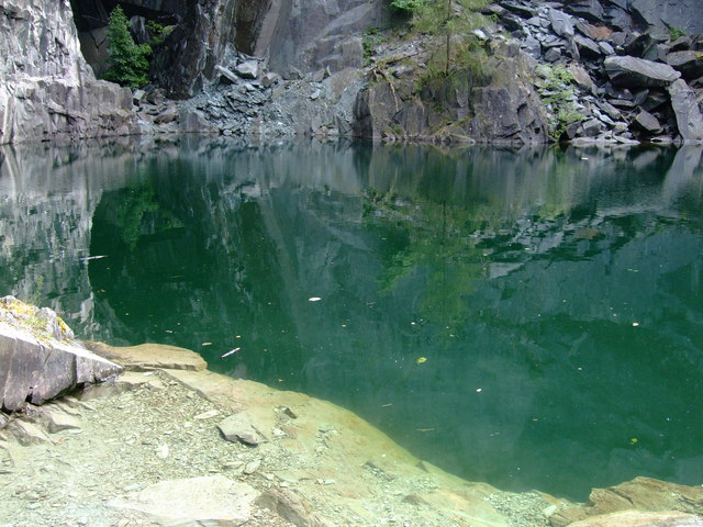 Pond in disused quarry - geograph.org.uk - 1036069