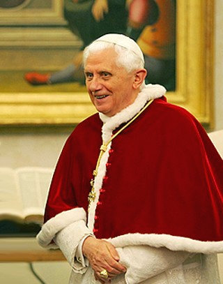 File:Pope, 13 march 2007.jpg