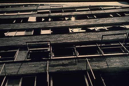 Ficheiro:Pruitt-Igoe-vandalized-windows.jpg