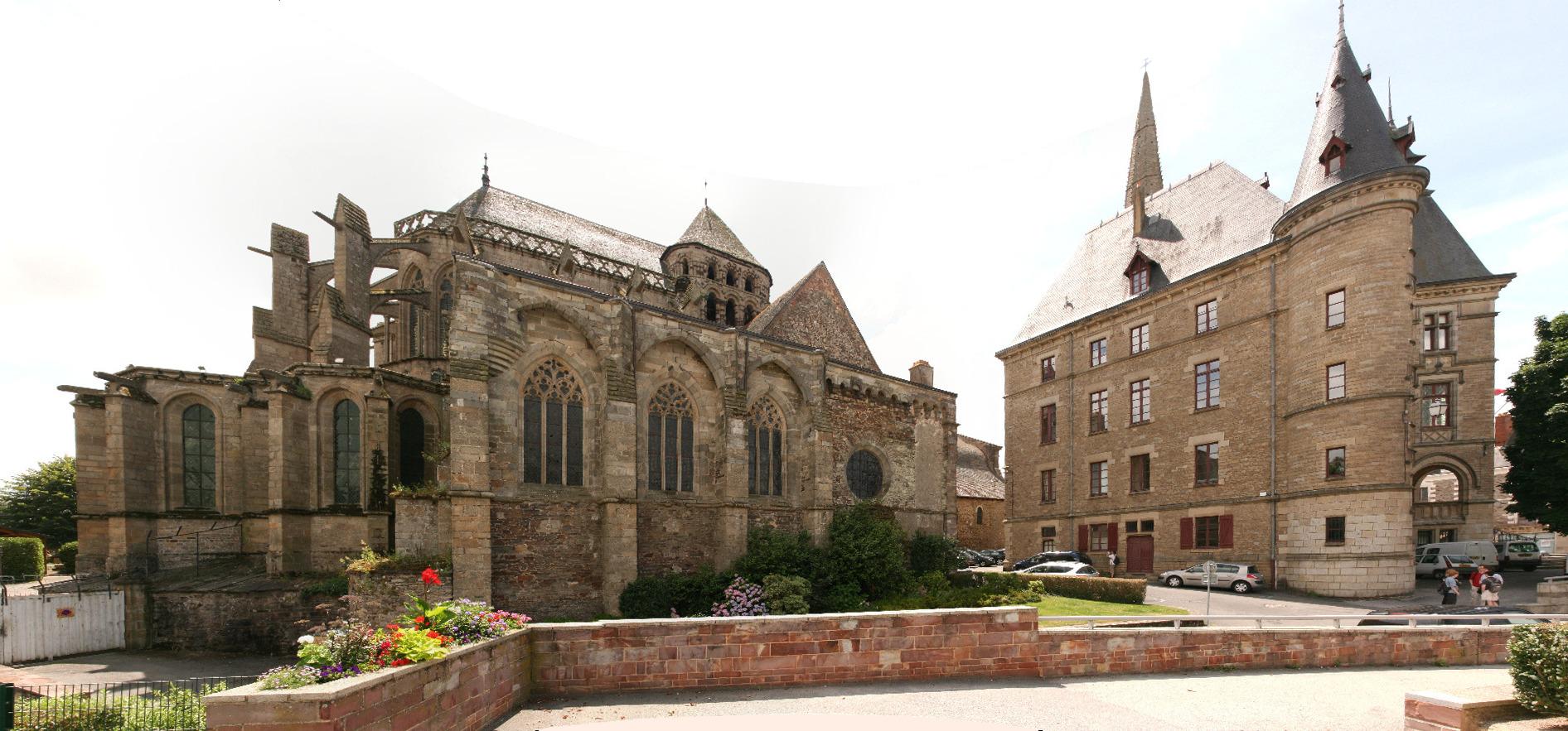 File:Redon - Abbatiale Saint-Sauveur et Mairie ...
