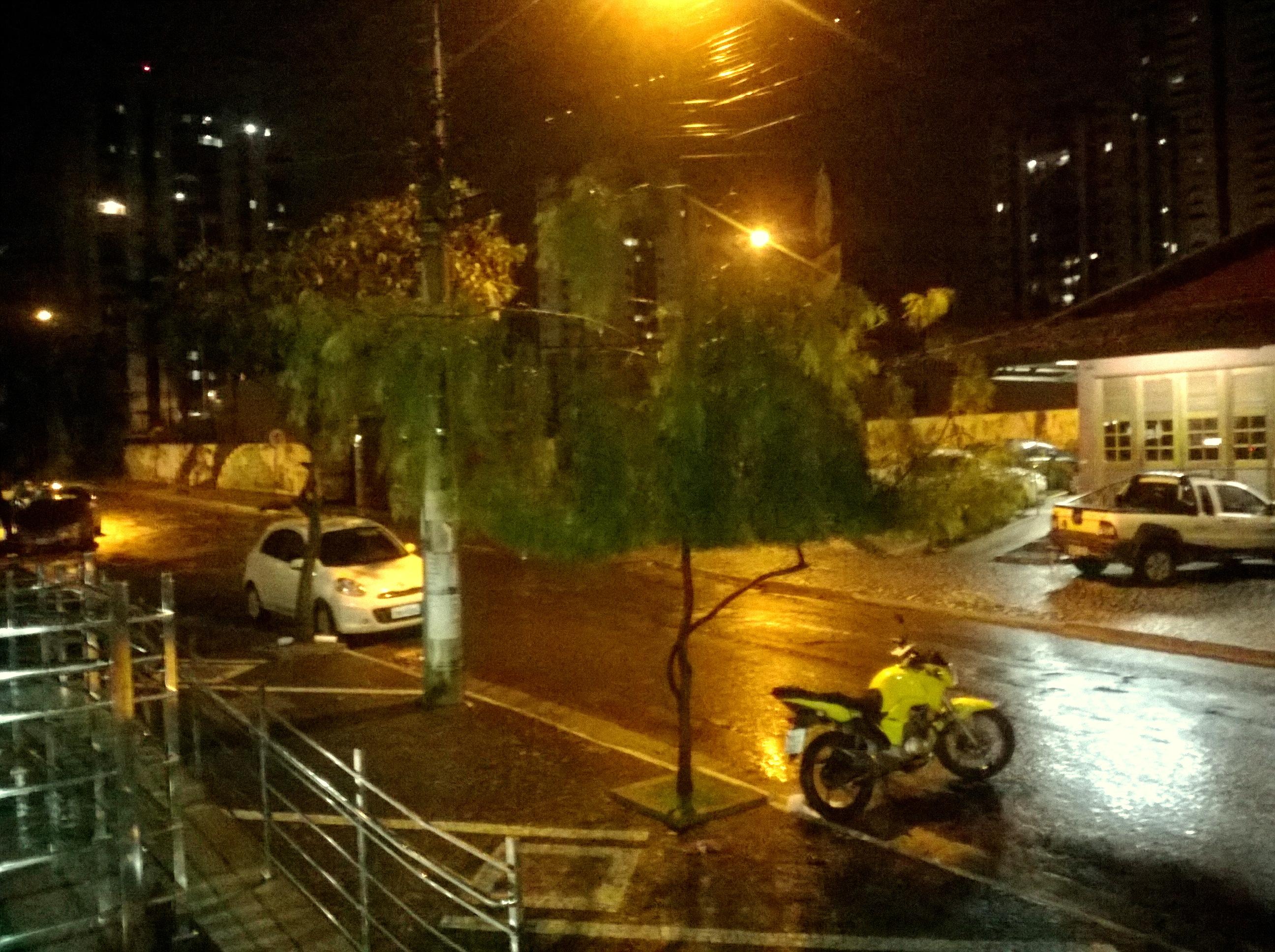FileRua T 65 Em Noite Chuvosa Bueno Goinia Dezembro De