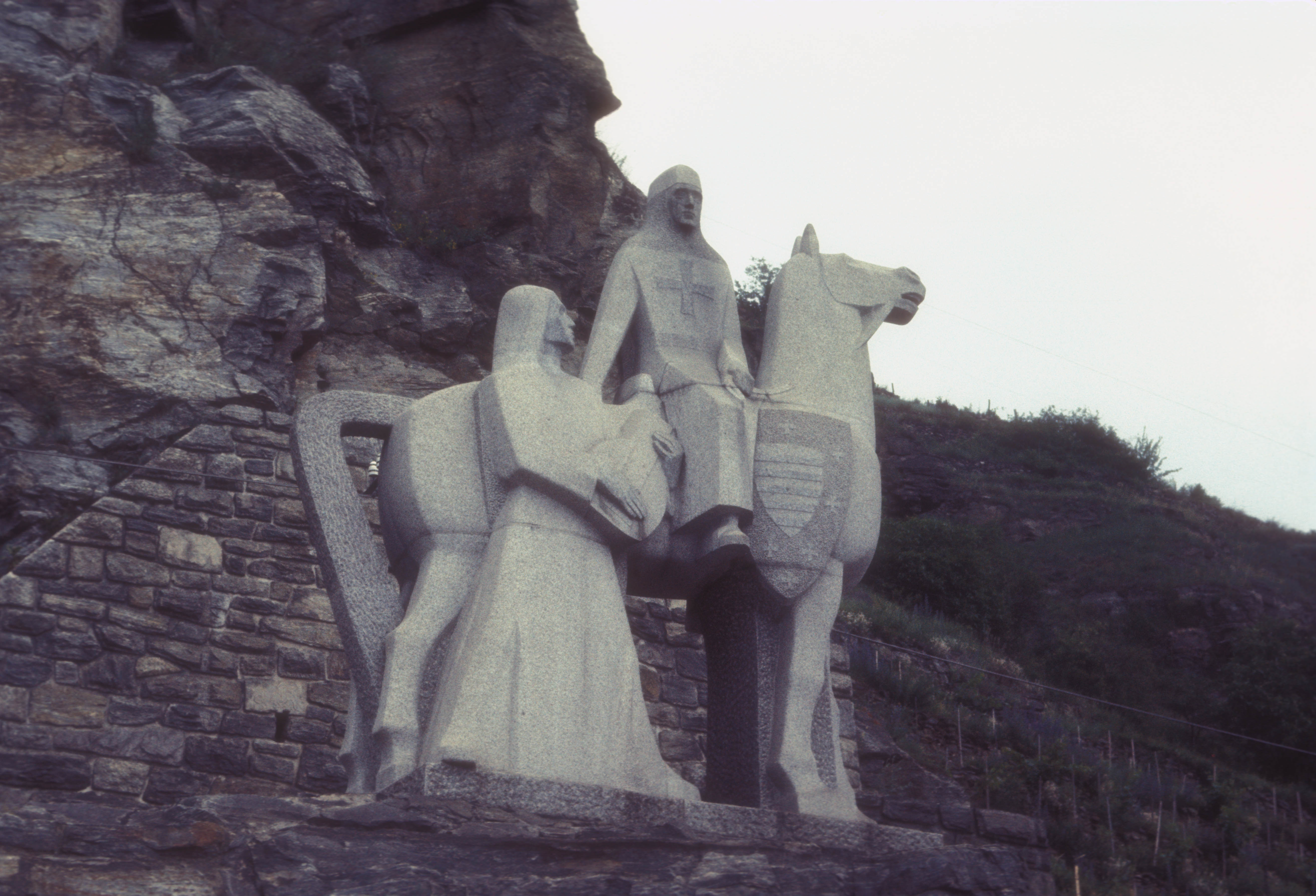 STATUE_OF_BLONDELL_NEAR_DURNSTEIN_IN_THE_WACHAU_VALLEY.jpg
