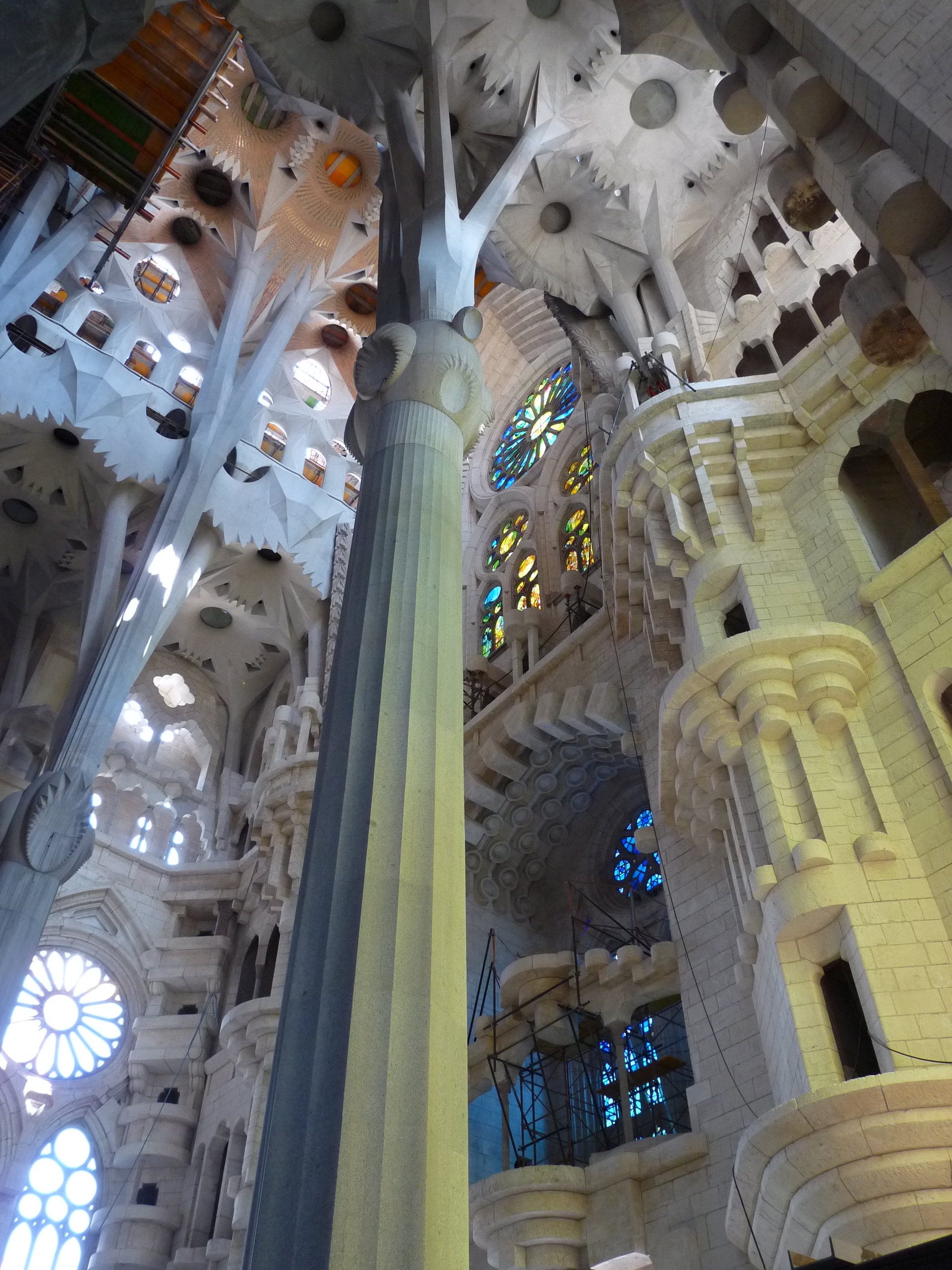 Sagrada Familia pillars.jpg