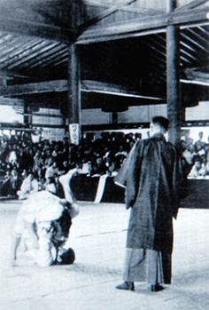 https://upload.wikimedia.org/wikipedia/commons/7/7f/Sankakujime-2.jpg