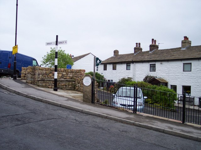 Signpost in Newchurch in Pendle - geograph.org.uk - 828460