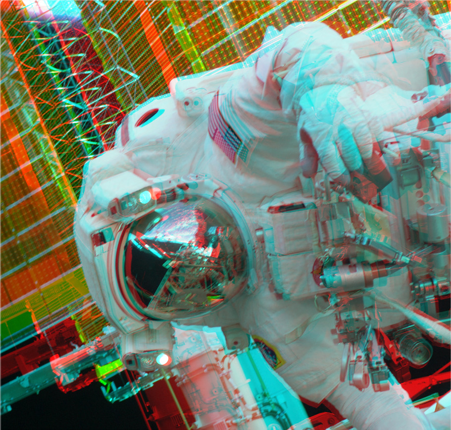Description space suit 3d anaglyph