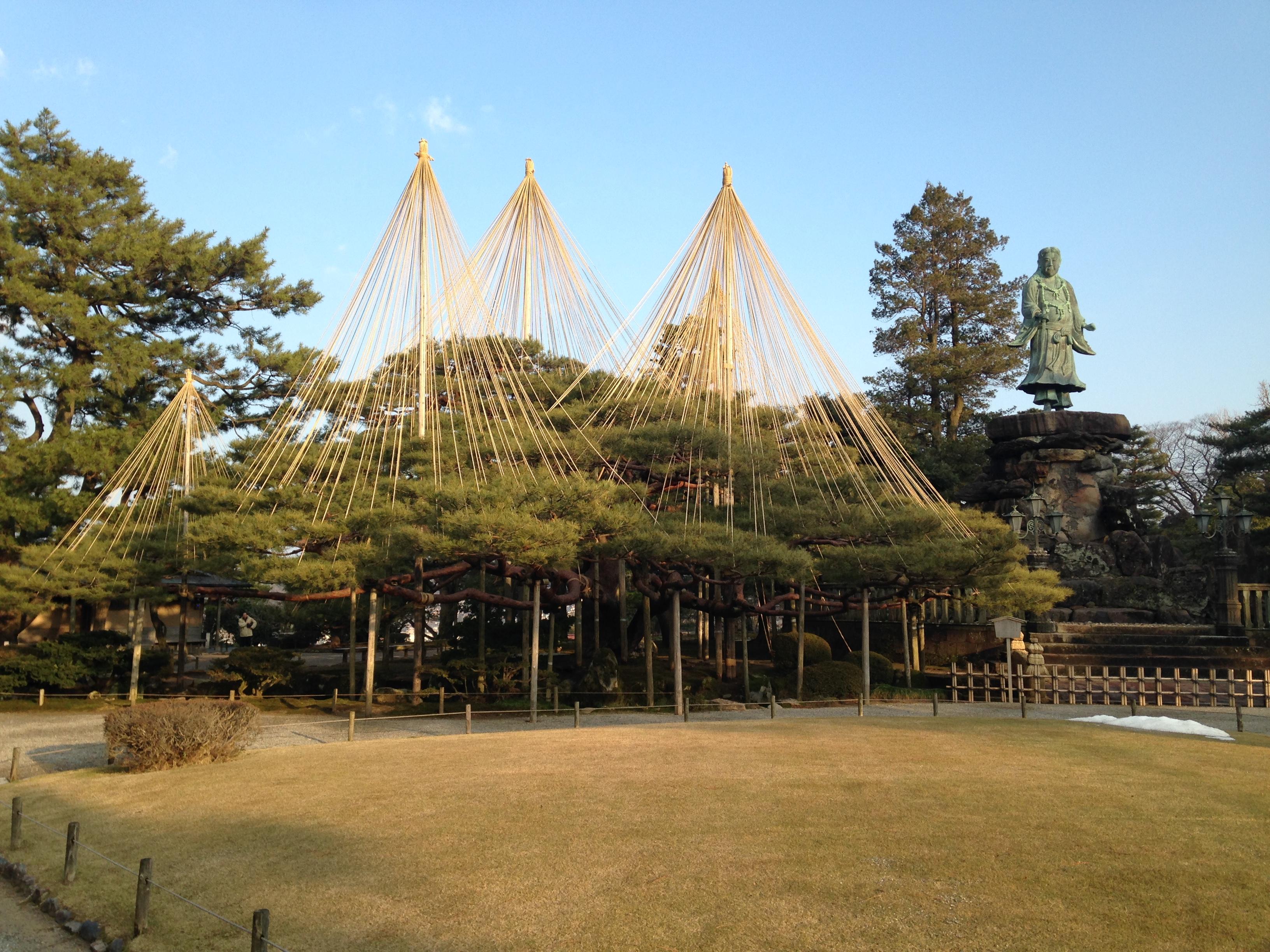 File:Statue of Yamato Takeru no Mikoto and Tamukematsu Pine Tree in ...