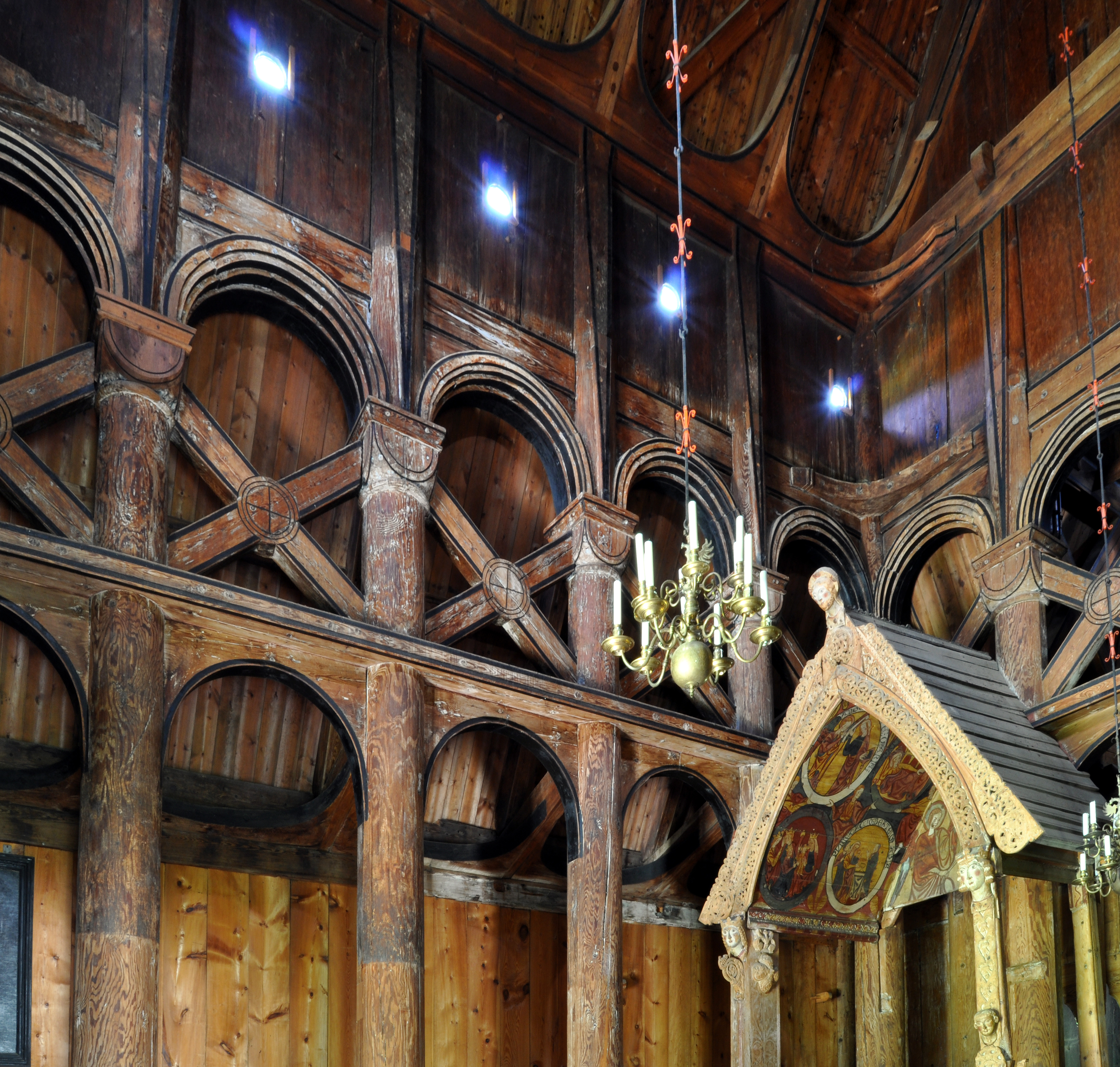 File:Stave church Hopperstad posts constructure.jpg - Wikimedia ...