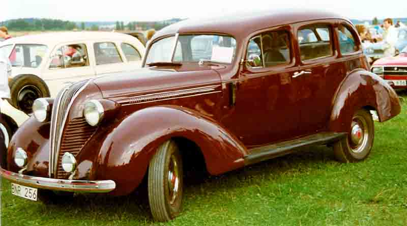 https://upload.wikimedia.org/wikipedia/commons/7/7f/Terraplane_Super_4-Door_Sedan_1937.jpg