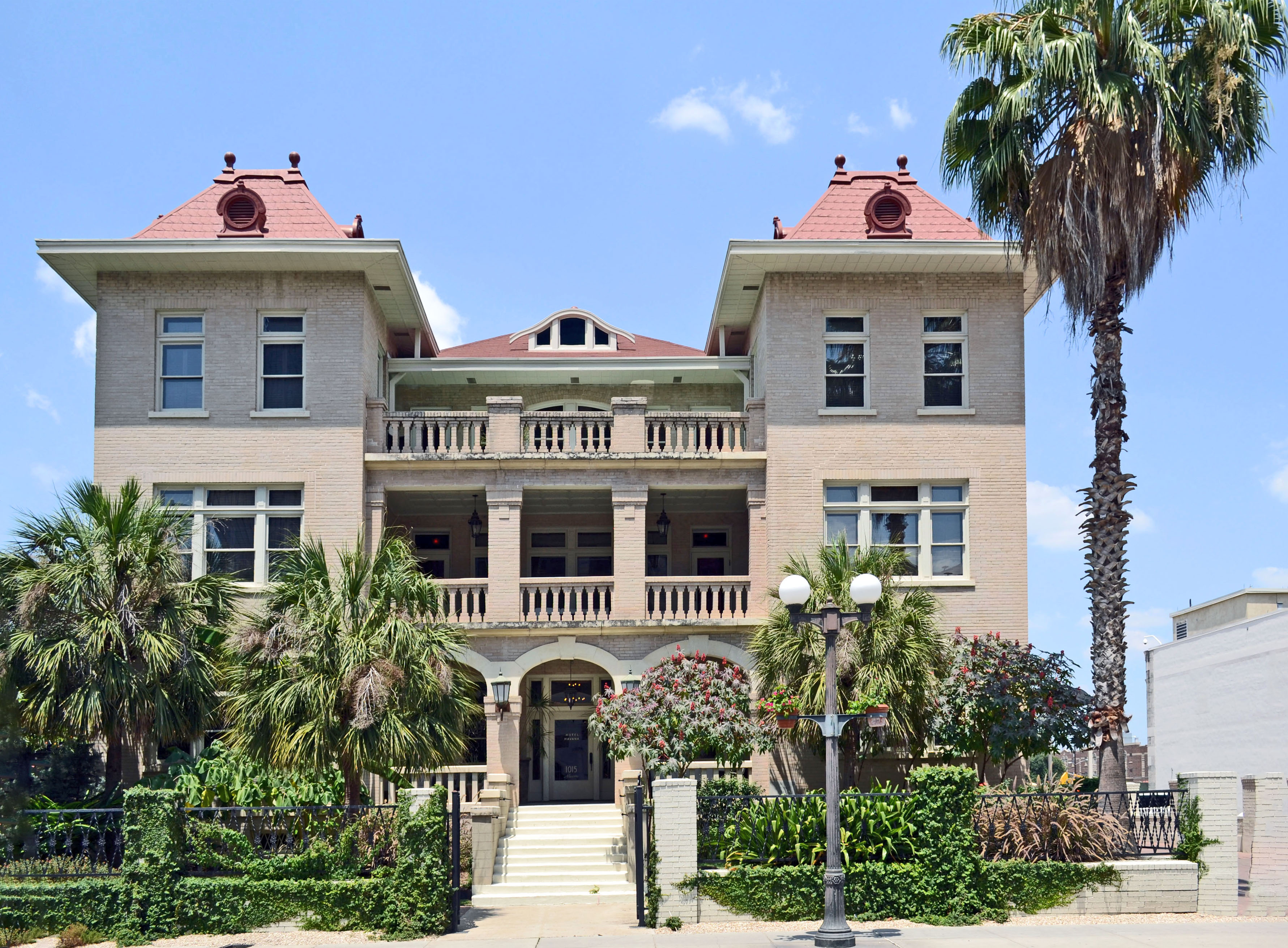 File:The Havana Hotel, San Antonio, Texas.jpg