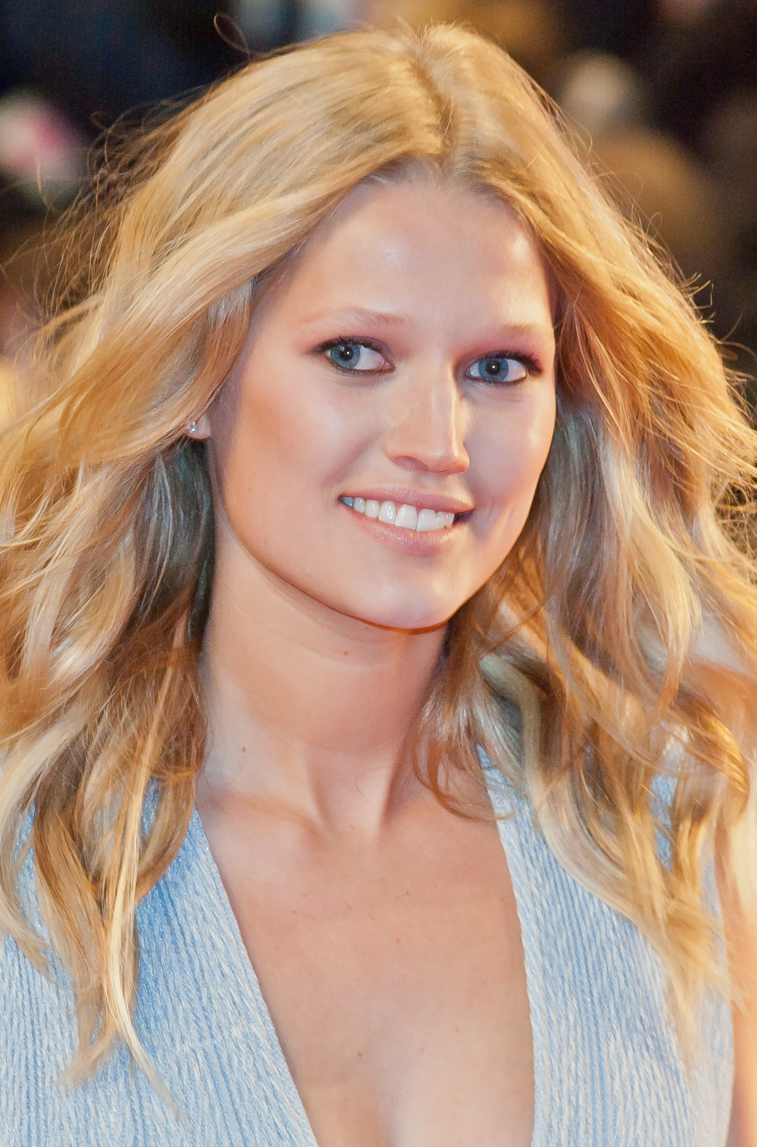 The 26-year old daughter of father (?) and mother Anja Toni Garrn in 2018 photo. Toni Garrn earned a  million dollar salary - leaving the net worth at 1.5 million in 2018