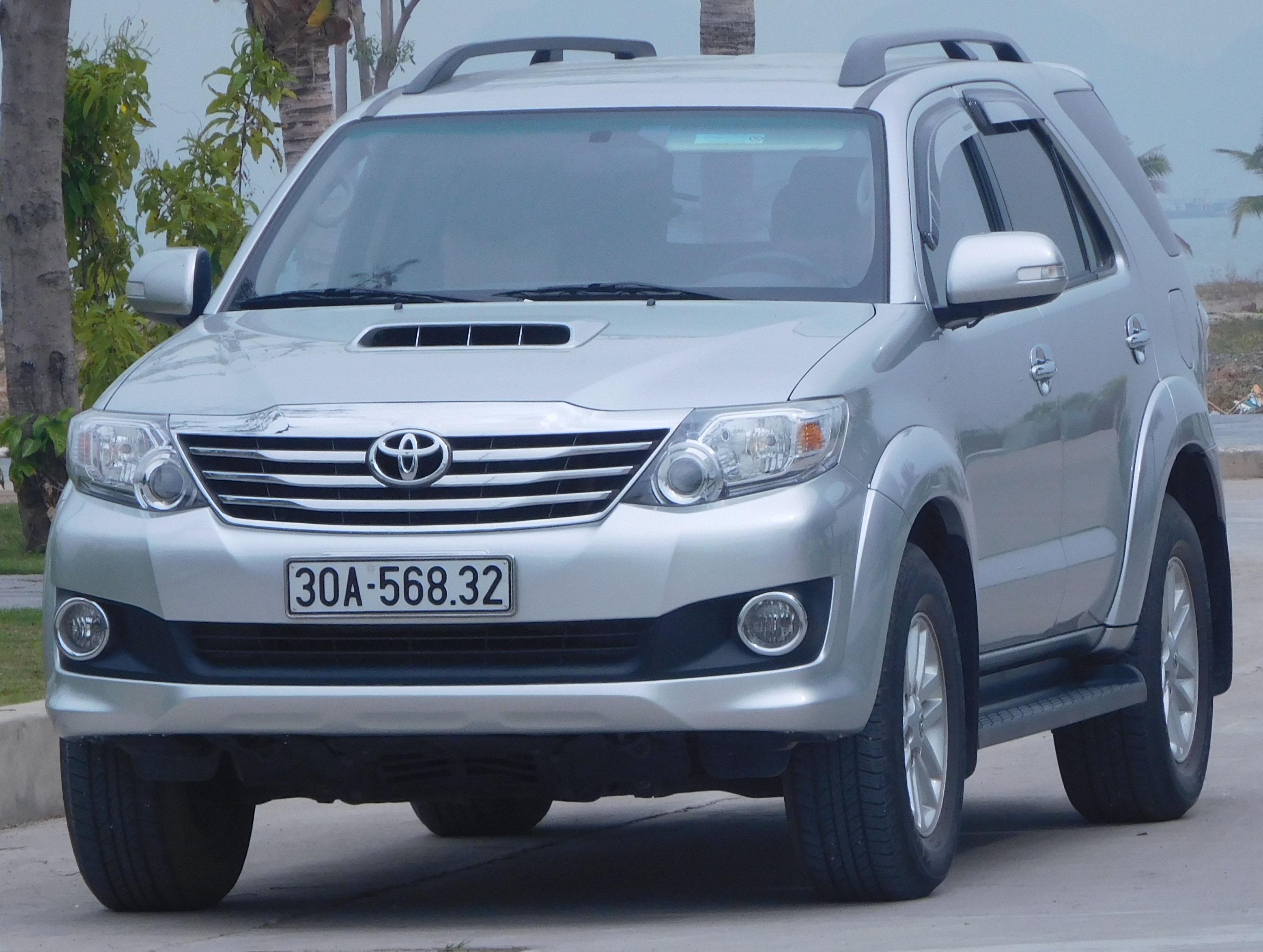 File Toyota Fortuner Vietnam Kun60 Jpg Wikimedia Commons