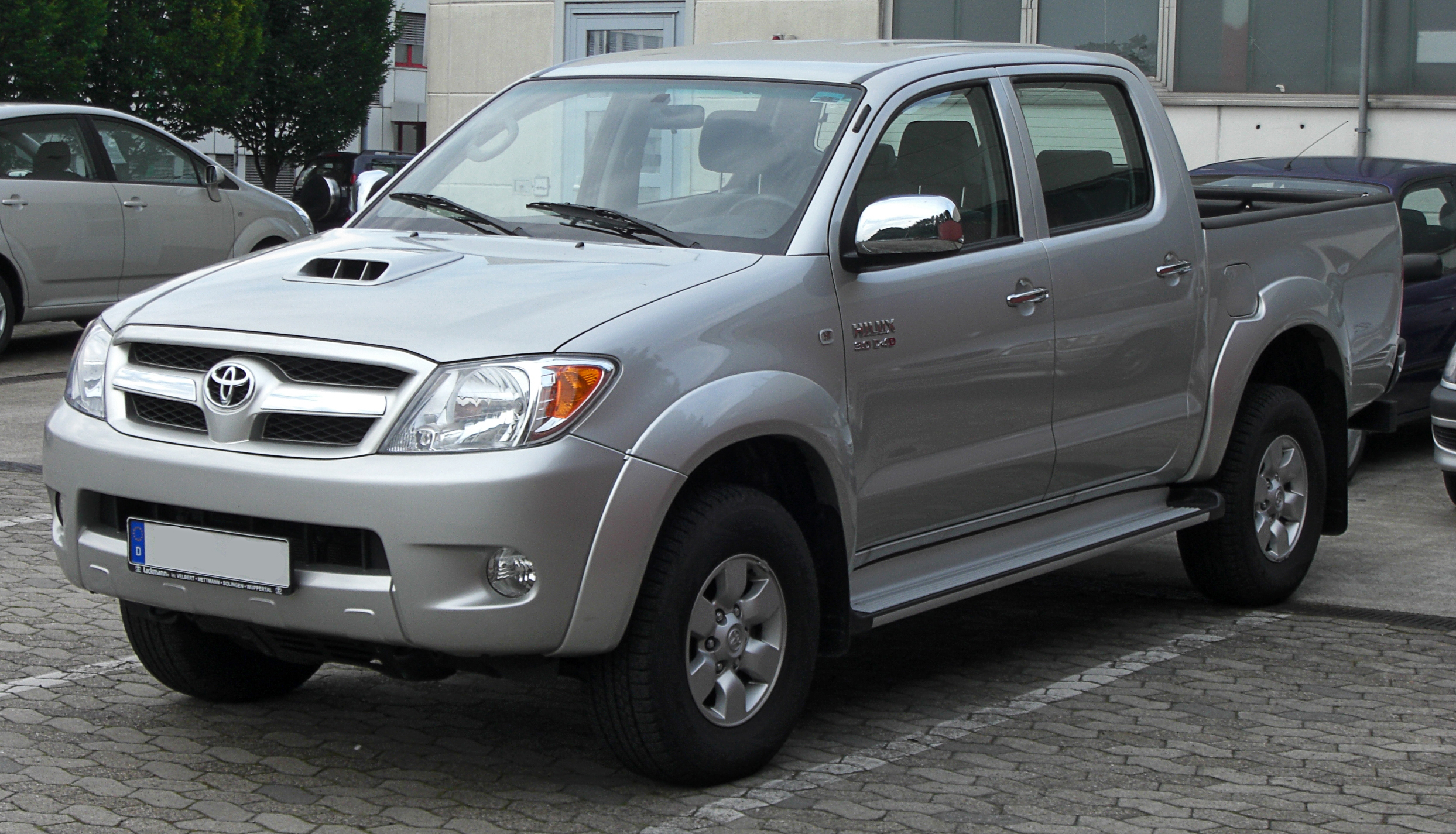 Description Toyota Hilux Double Cab 3.0 D-4D front.jpg