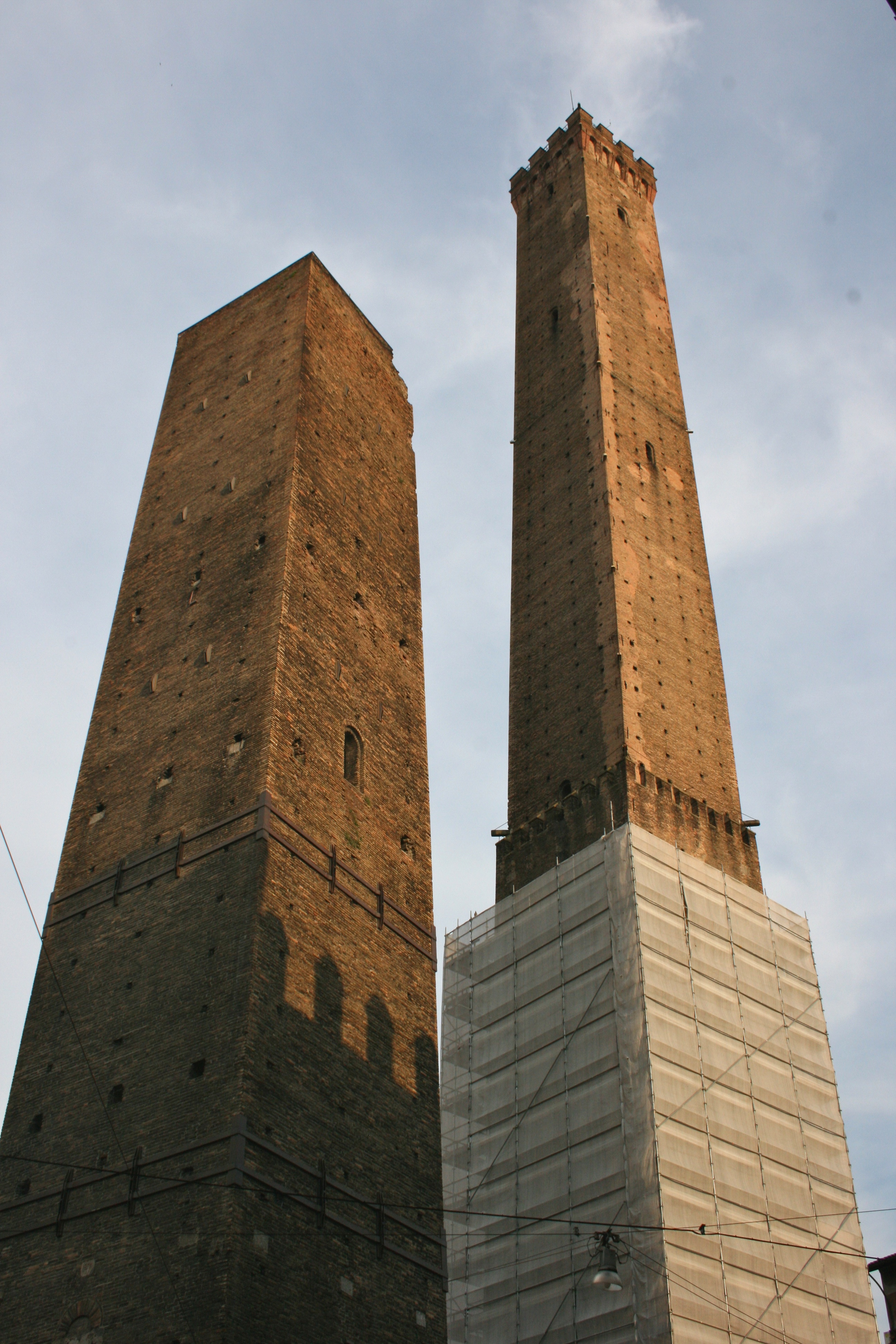 Two towers in Bologna.jpg
