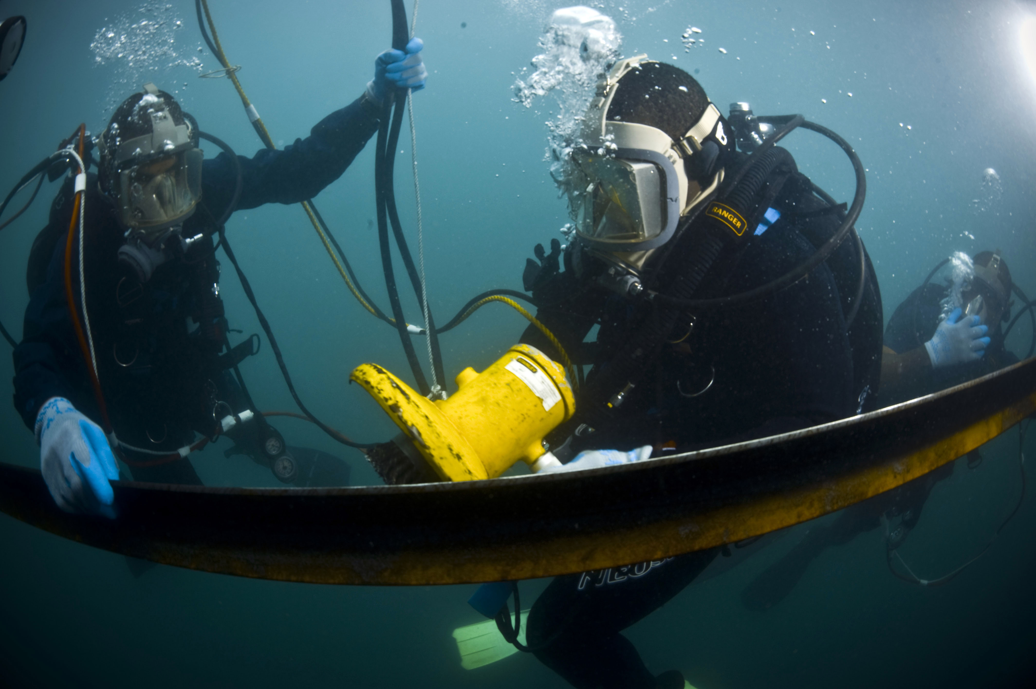 Hydraulic Lift Underwater : File us navy n l diver nd class sam