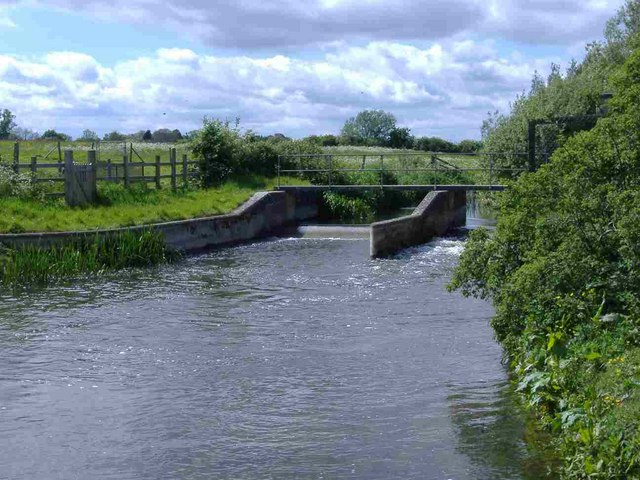 Weir on the Thames, north of Cricklade - geograph.org.uk - 436546