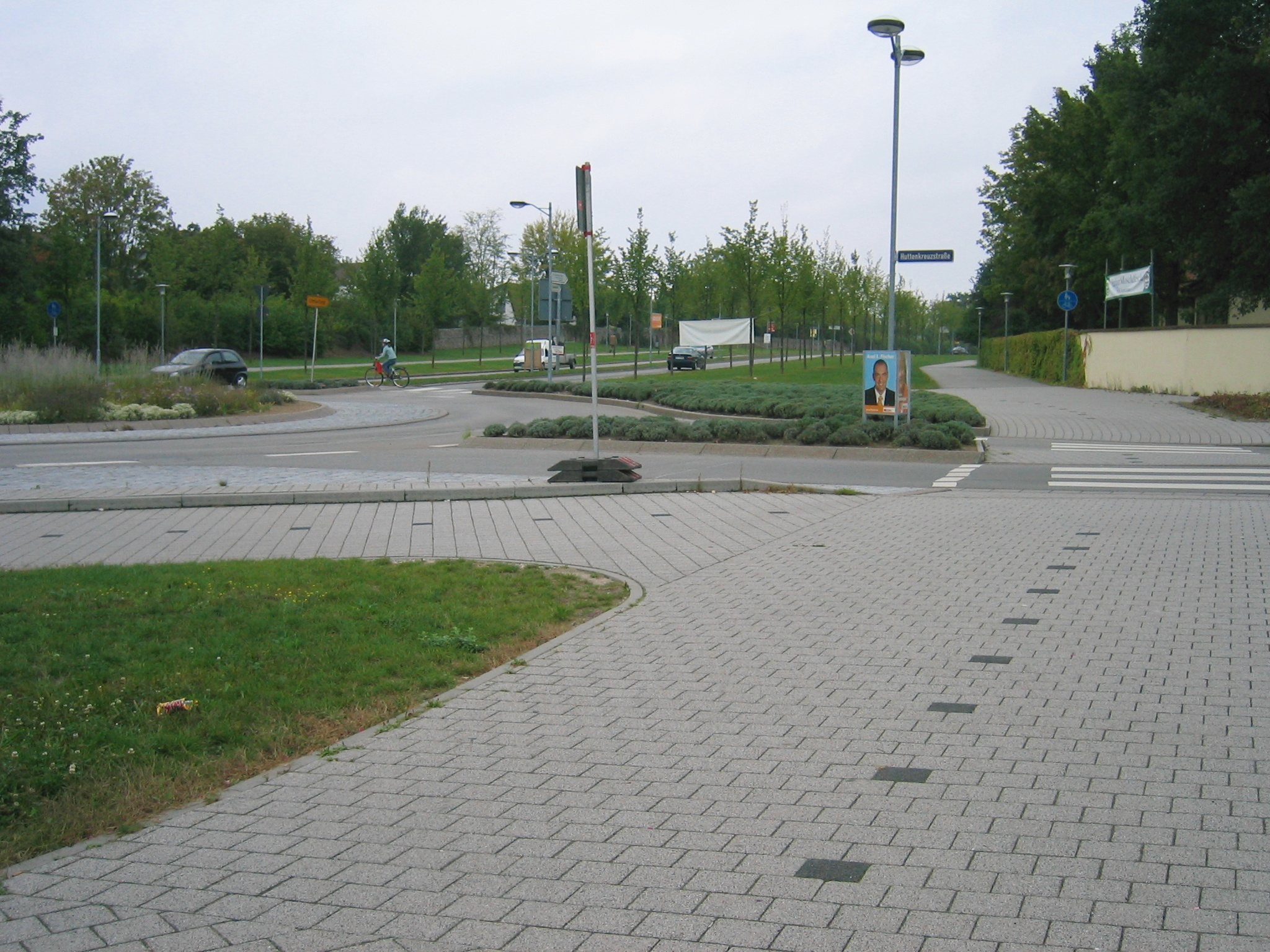 Fußgängerüberweg im Kreisverkehr mit Vorrang für Radfahrer