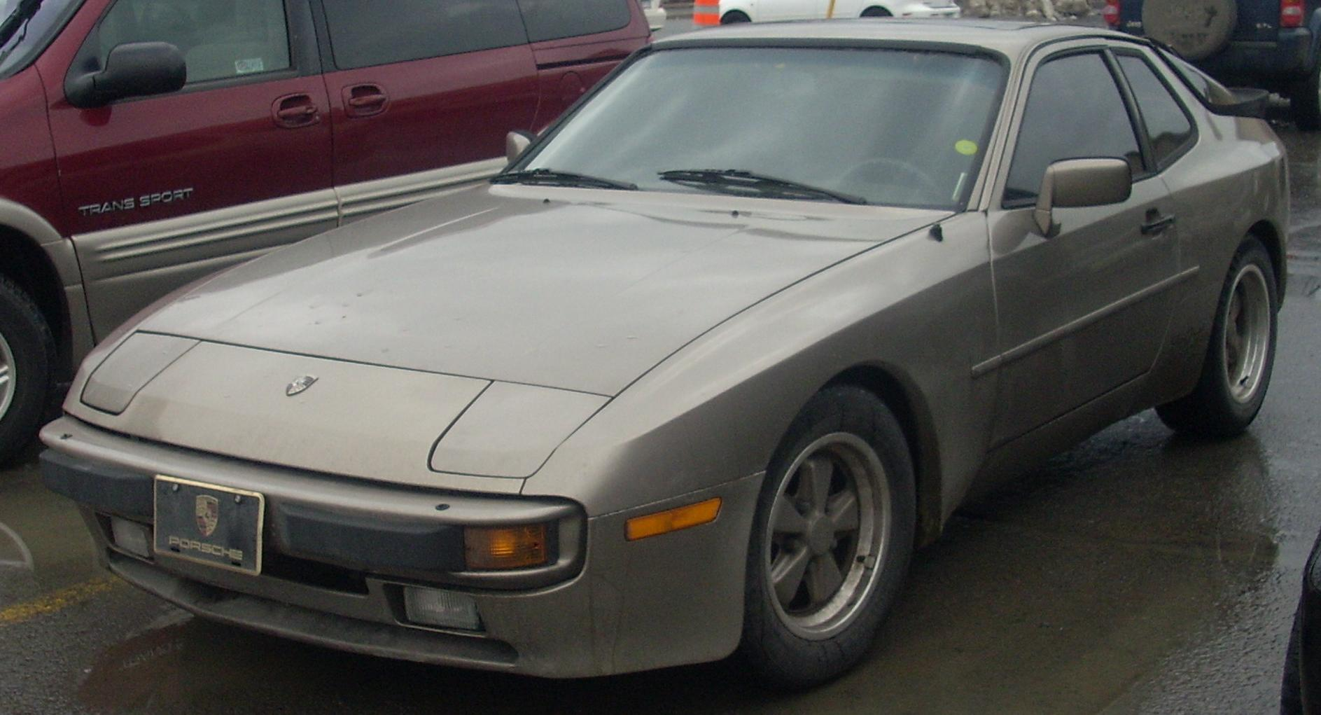 File:'82-'85 Porsche 944.JPG - Wikimedia Commons