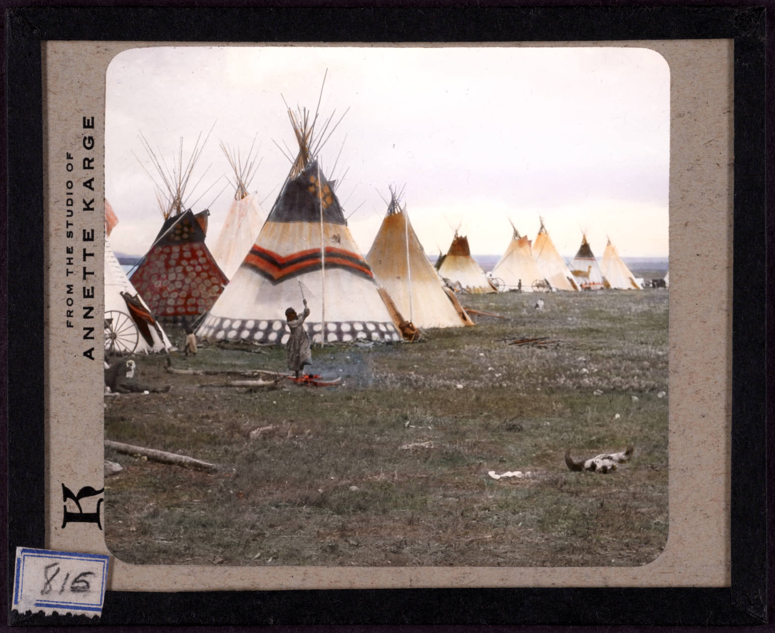 http://upload.wikimedia.org/wikipedia/commons/8/80/-Woman_chopping_firewood%2C_Eagle_tipi_in_foreground%2C_Star_tipi_on_left-._815.jpg?uselang=ru