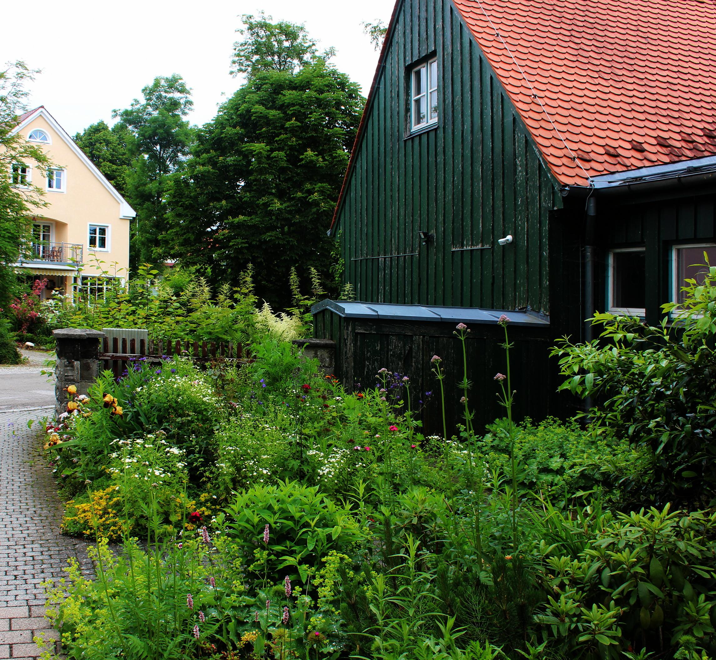 File 007 Kleinberghofen Vorgarten Mit Blumen Jpg Wikimedia Commons