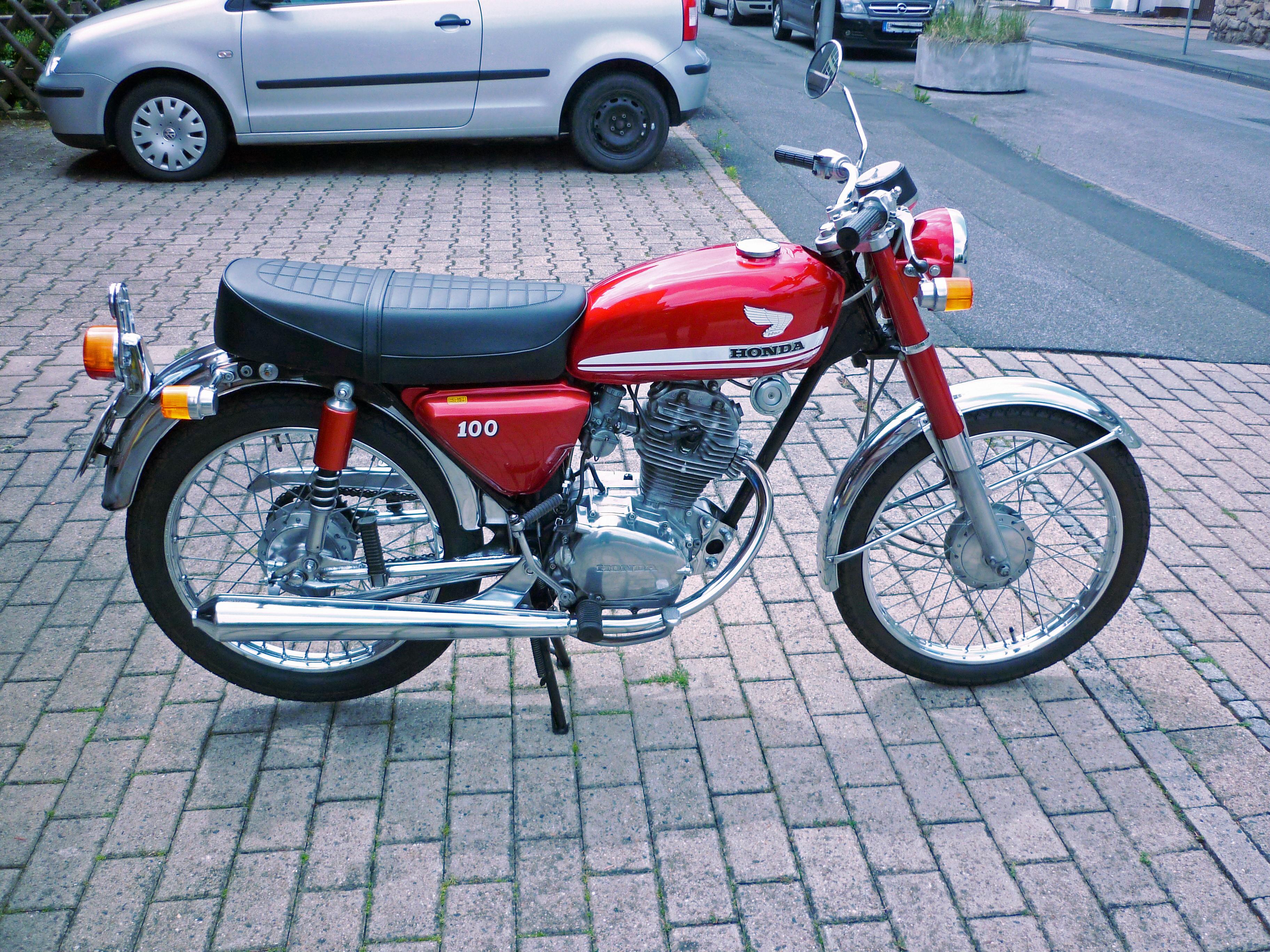 File:1970 Honda CB 100, right side.jpg