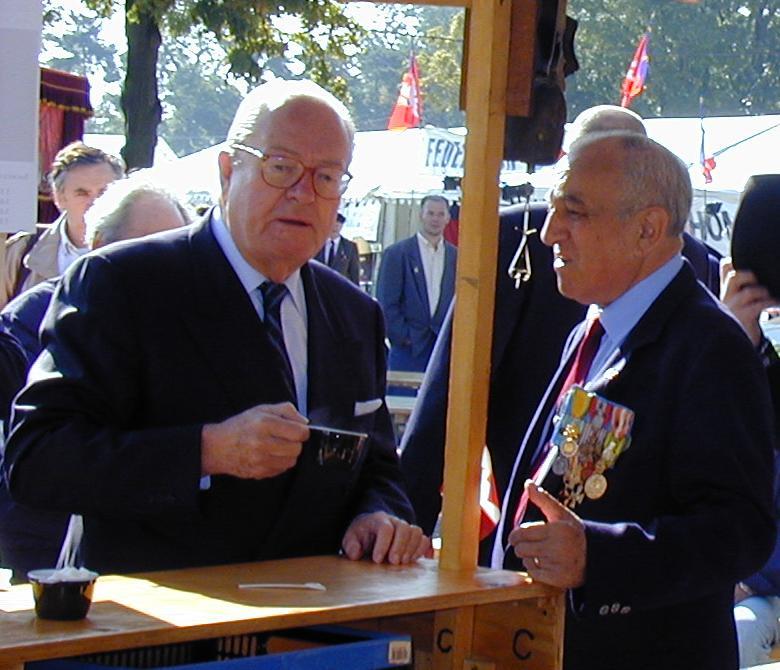 http://upload.wikimedia.org/wikipedia/commons/8/80/200109_Jean-Marie_Le_Pen_et_Roger_Holeindre.jpg