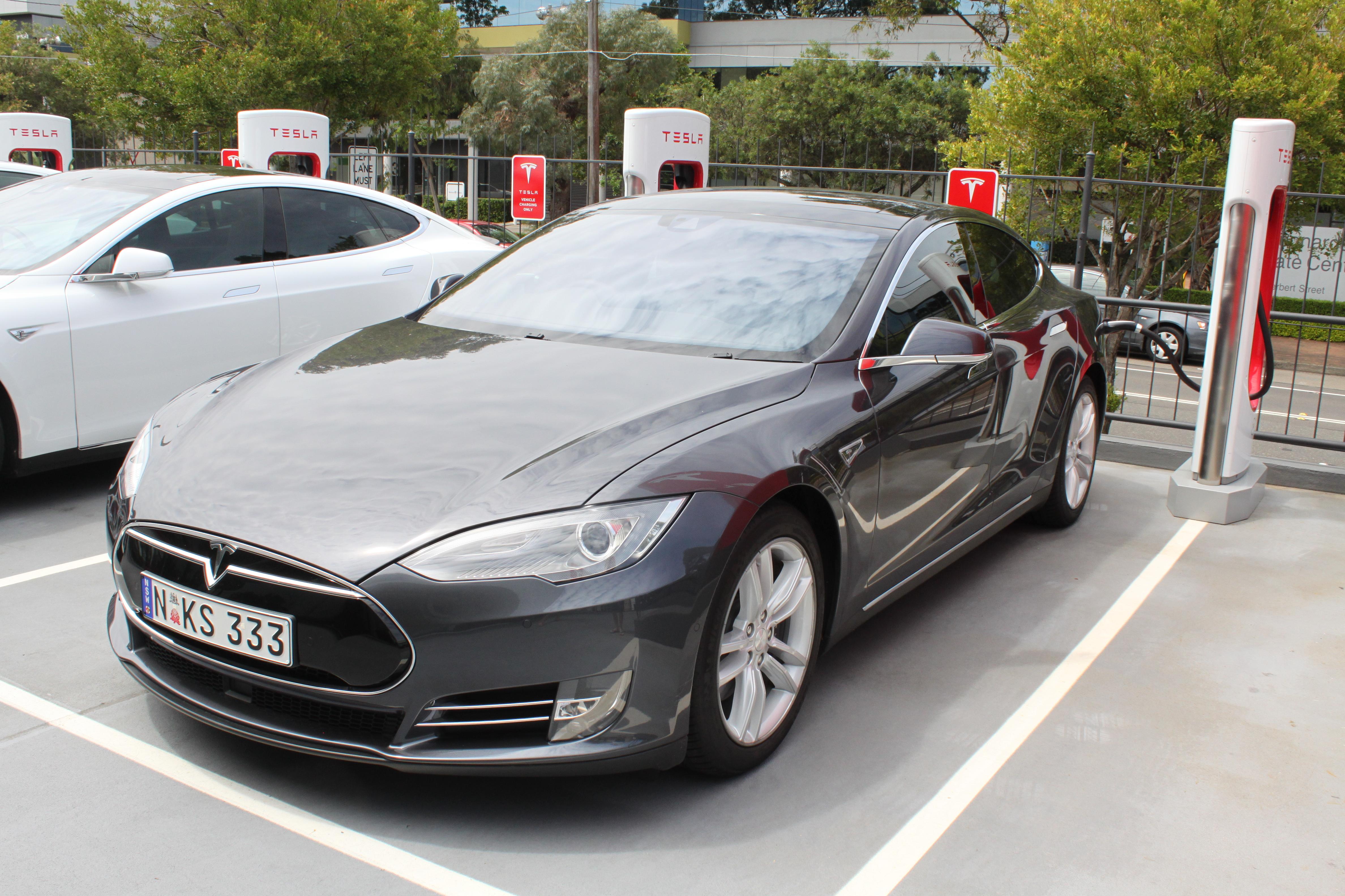 File:2015 Tesla Model S hatchback (24364892816) jpg - Wikimedia Commons
