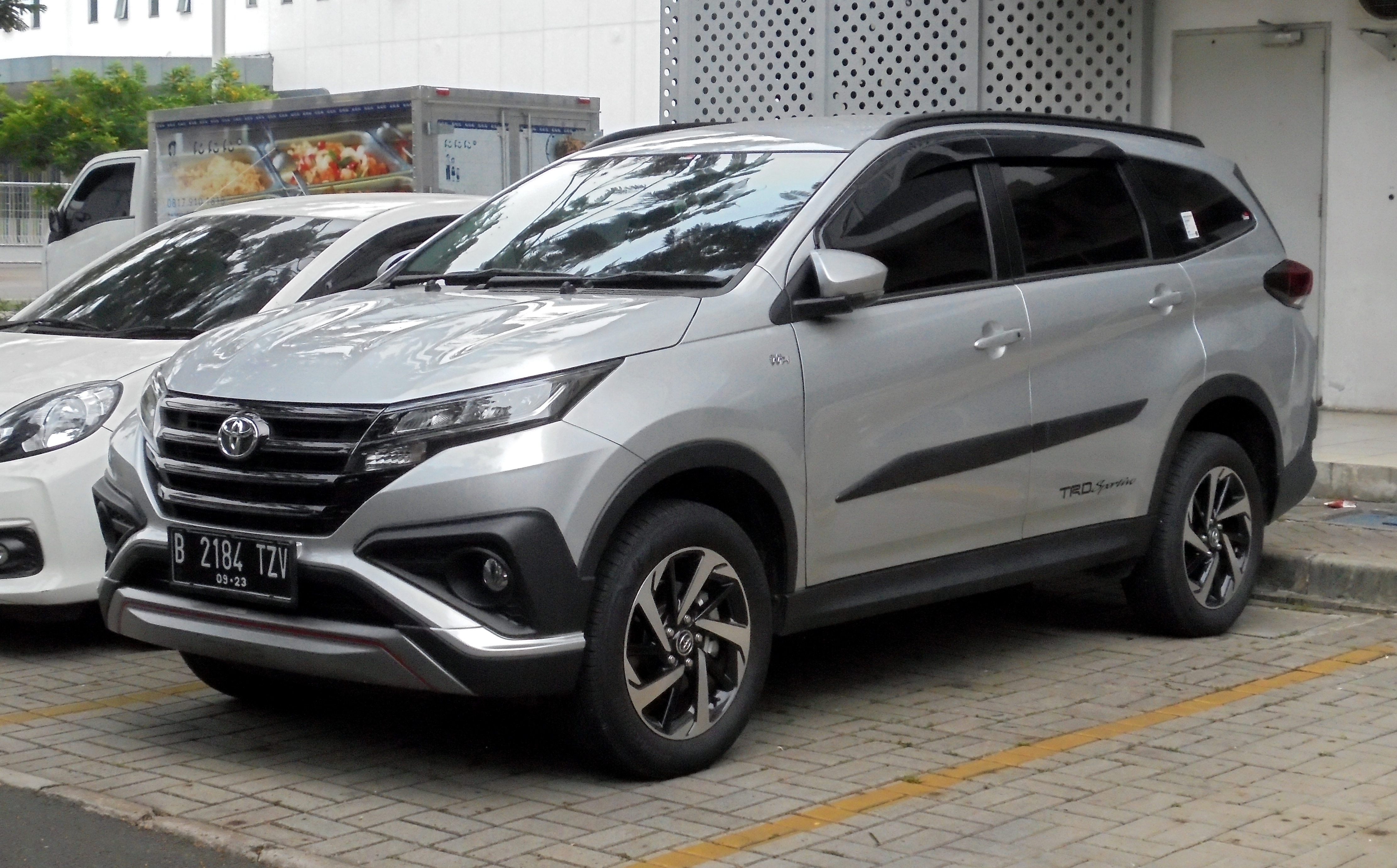 File:2018 Toyota Rush 1.5 TRD Sportivo Wagon (F800RE; 12