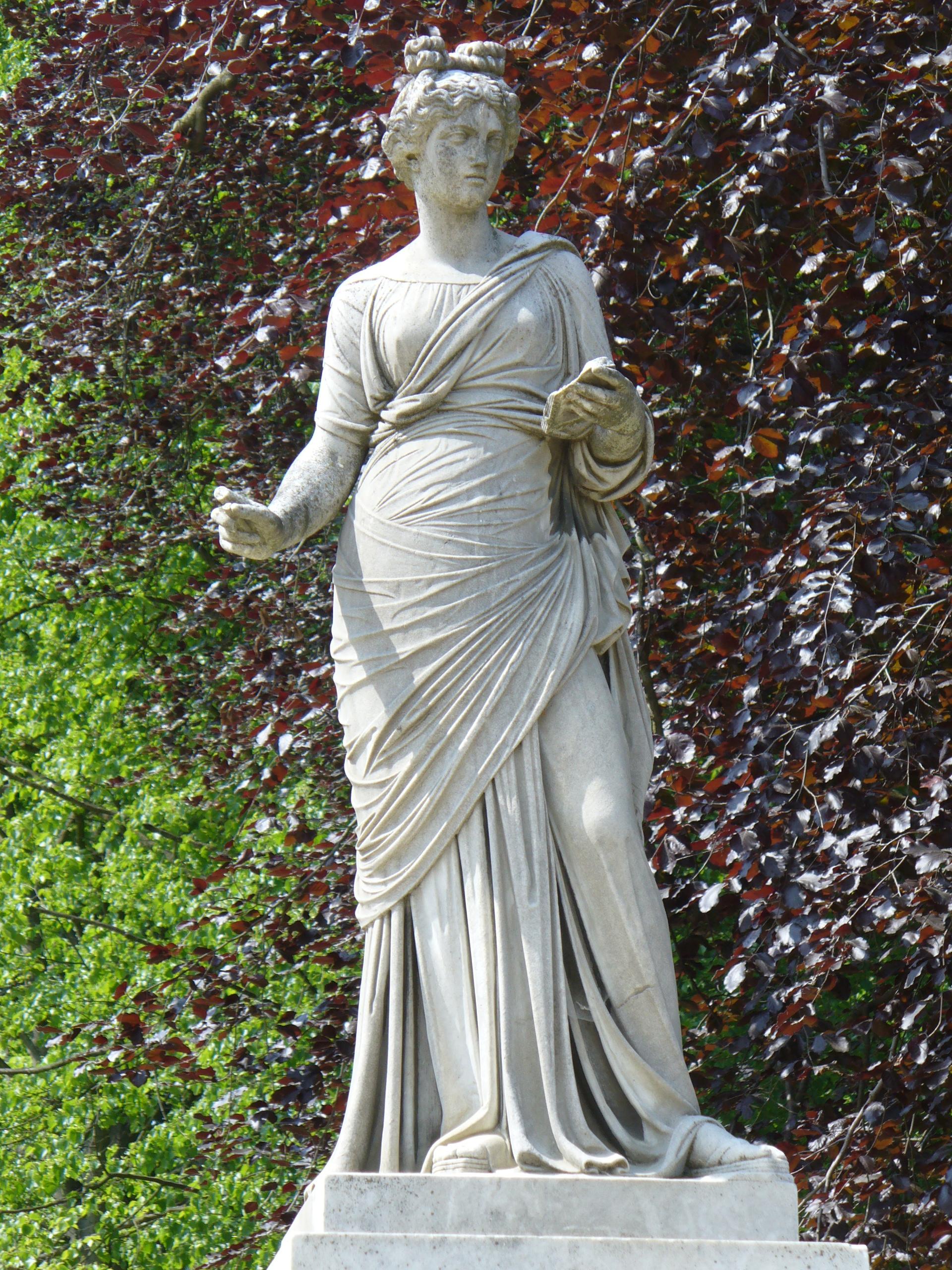 File:30.Klio auf Brunnenwand(1857)-Friedrich Ochs-Sanssouci ...