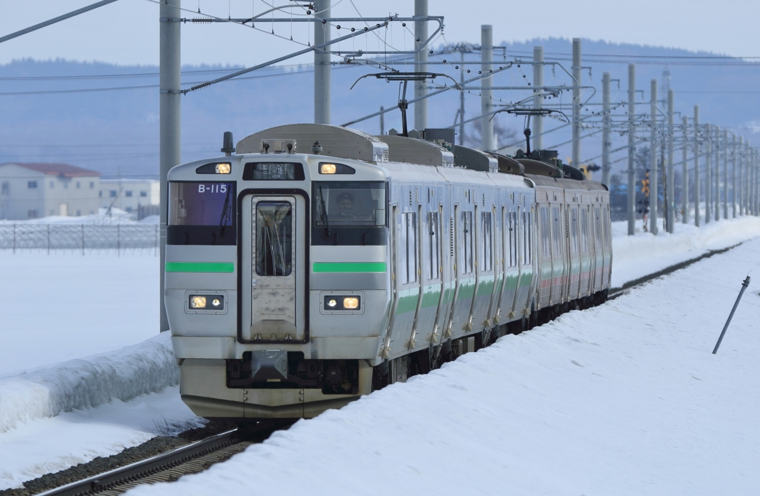 https://upload.wikimedia.org/wikipedia/commons/8/80/733_B115_731_Gakuentoshi_Line_20140323.jpg