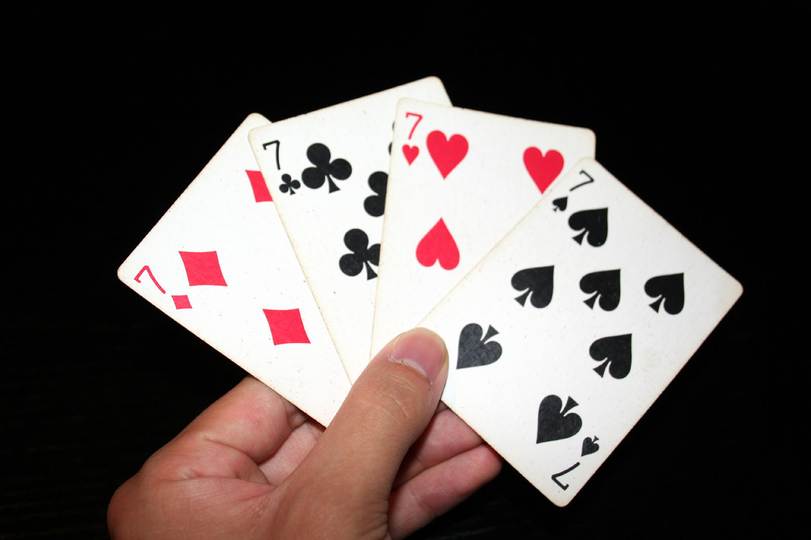 https://upload.wikimedia.org/wikipedia/commons/8/80/7_playing_cards.jpg