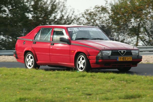 Alfa_Romeo_75_Red_Nurburgring.jpg