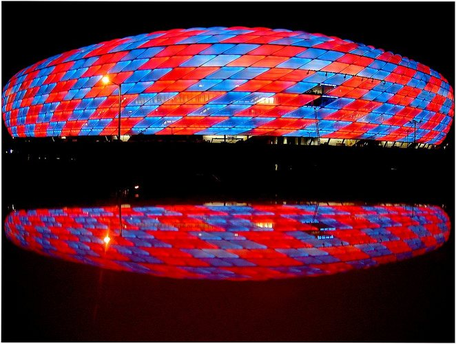 File:Allianz-Arena.blue.red.jpg