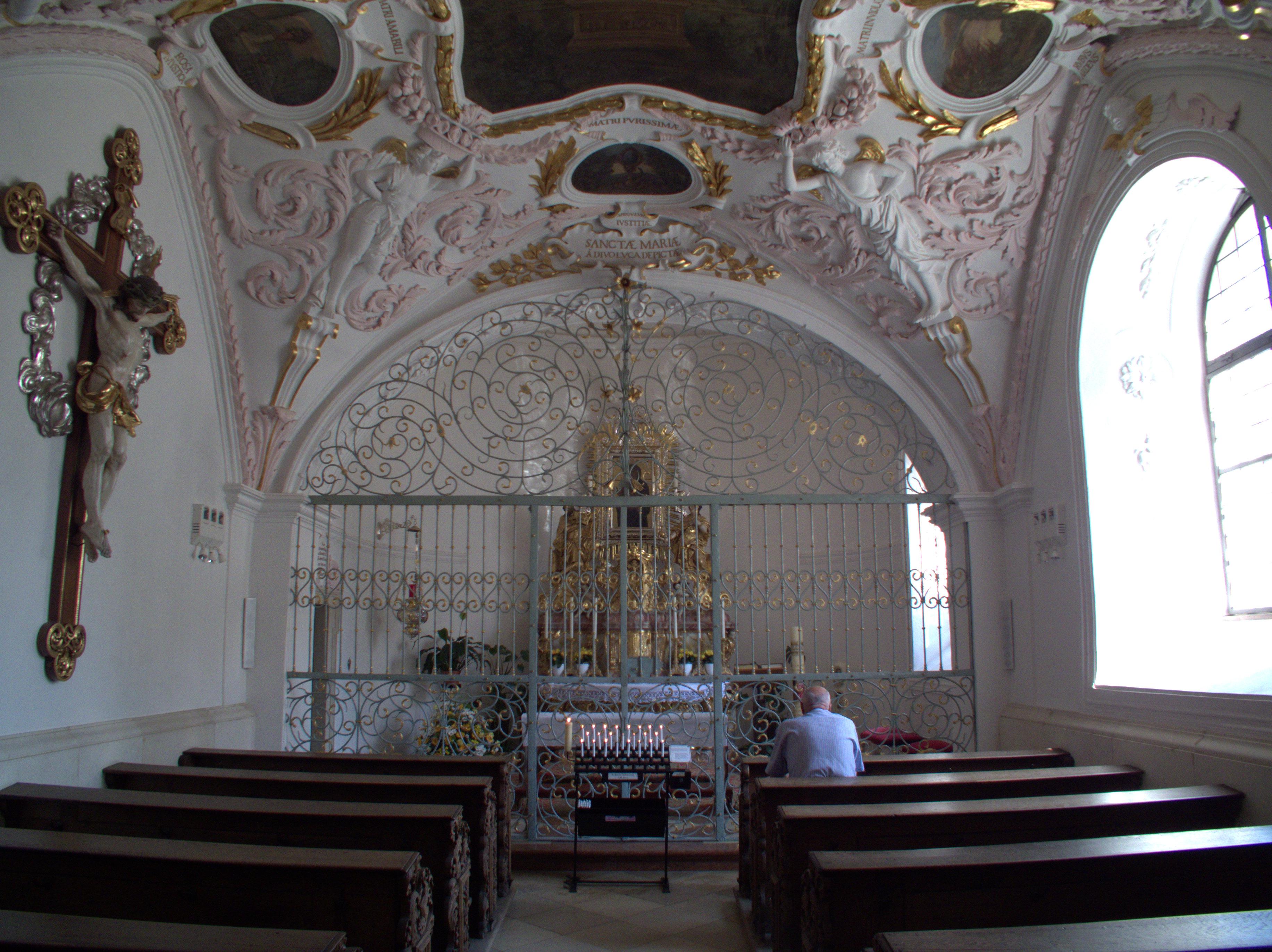 Datei:Alte Kapelle Regensburg - Gnadenkapelle 01.jpg