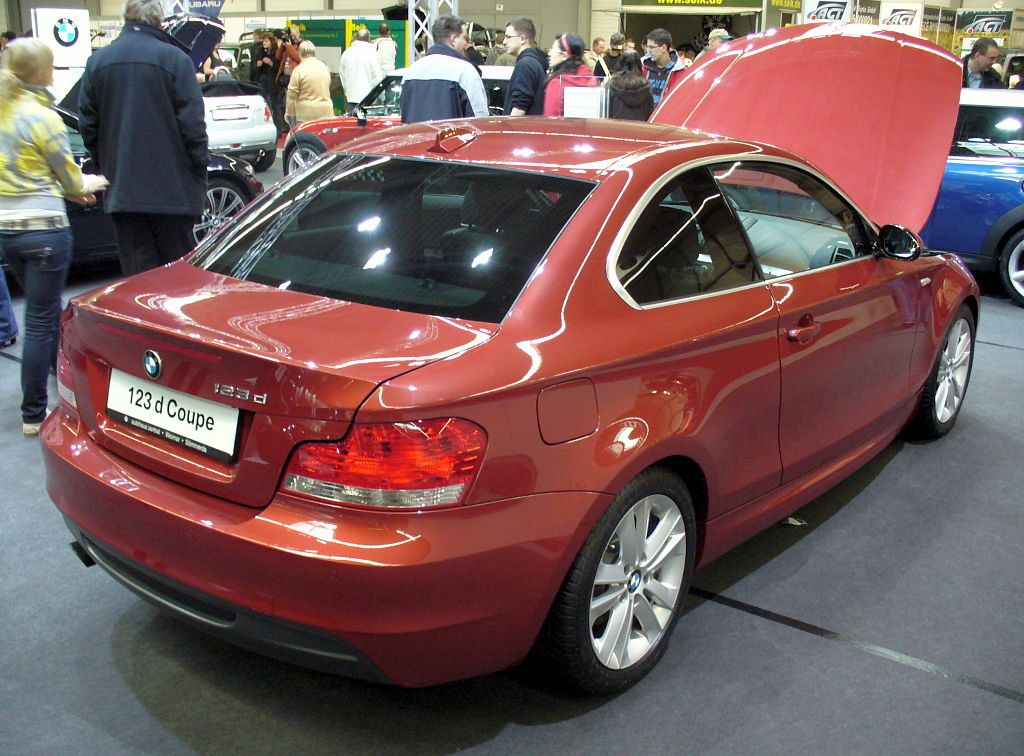 BMW 123d Coupe photo gallery