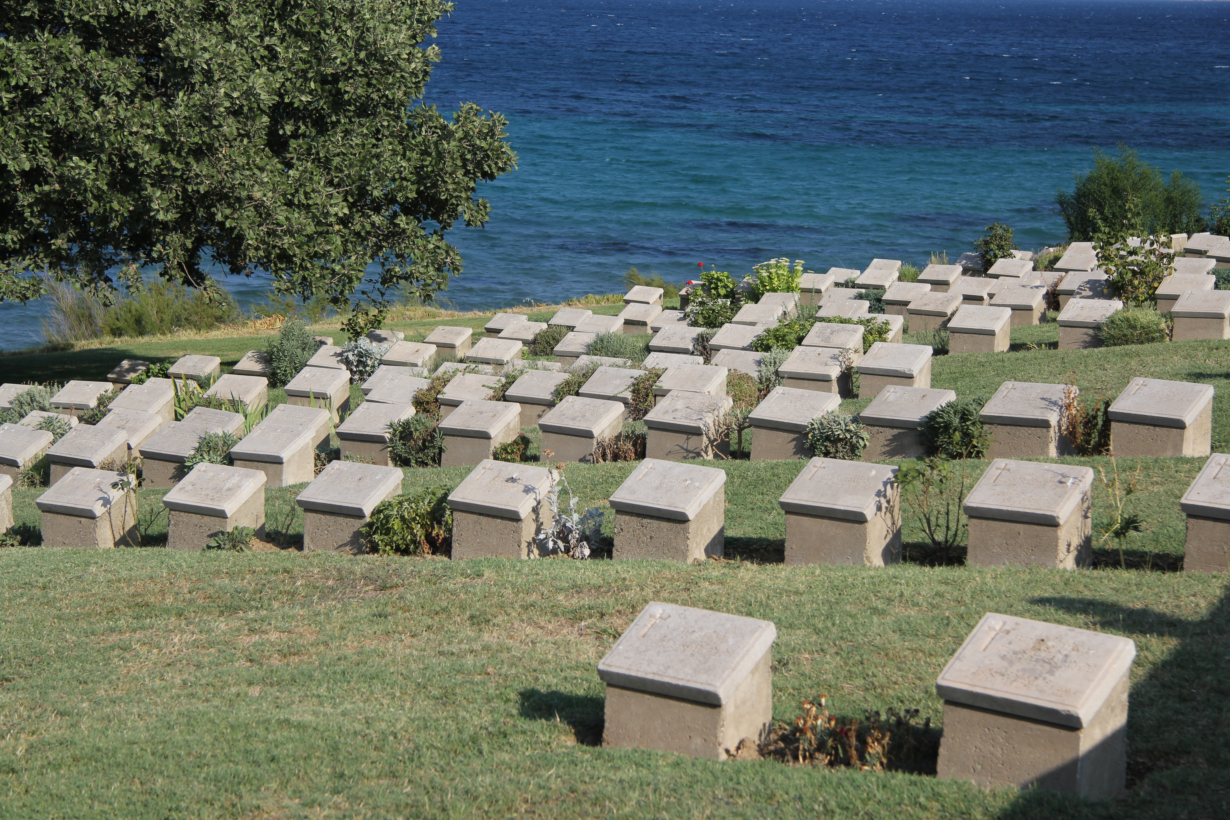 File:Beach Commonwealth Cemetery, Gallipoli, Turkey.jpg - Wikimedia Commons