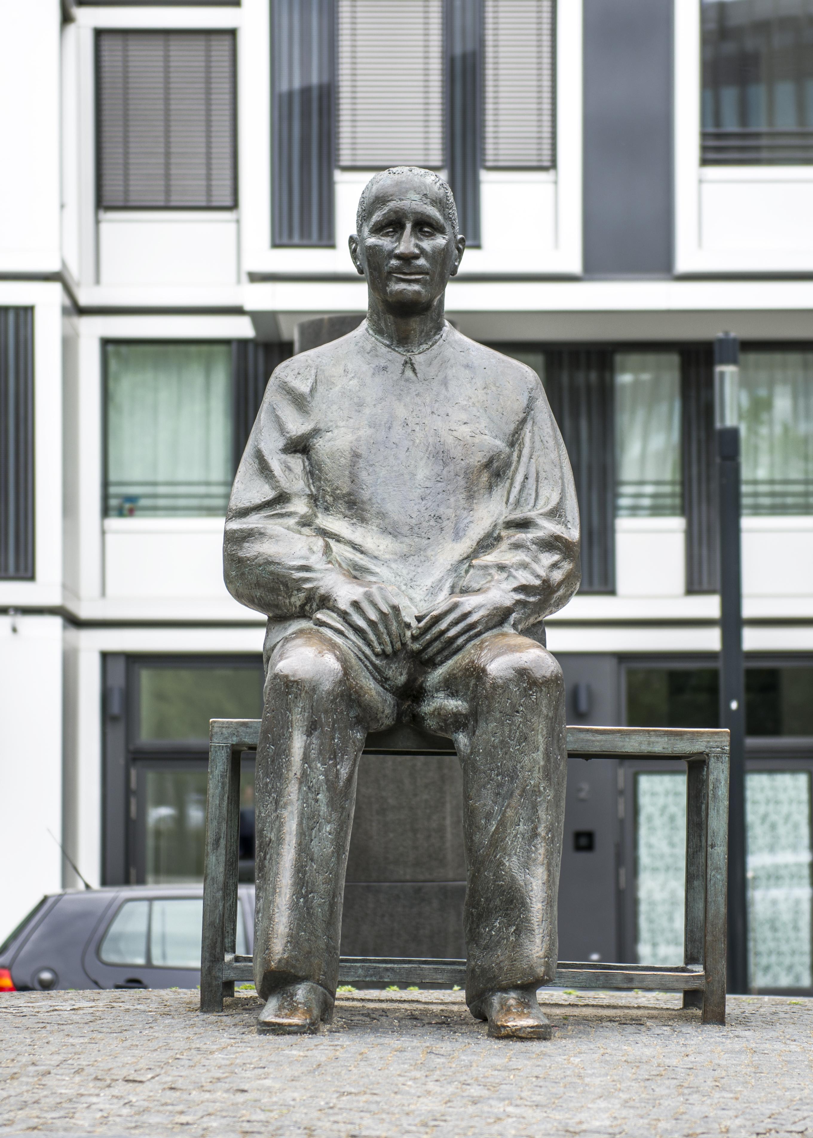 Bertolt Brecht –